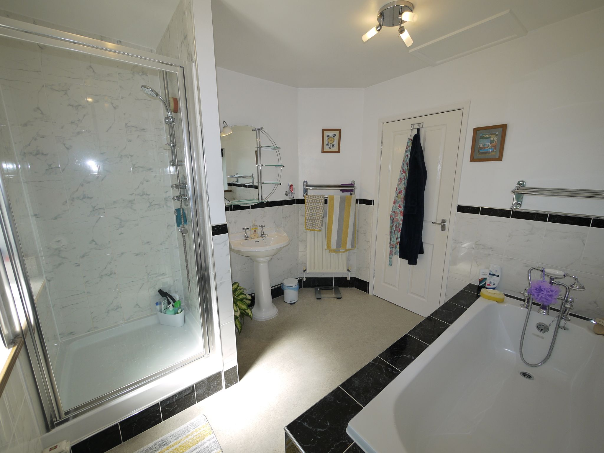 5 bedroom detached house SSTC in Brighouse - Bathroom.