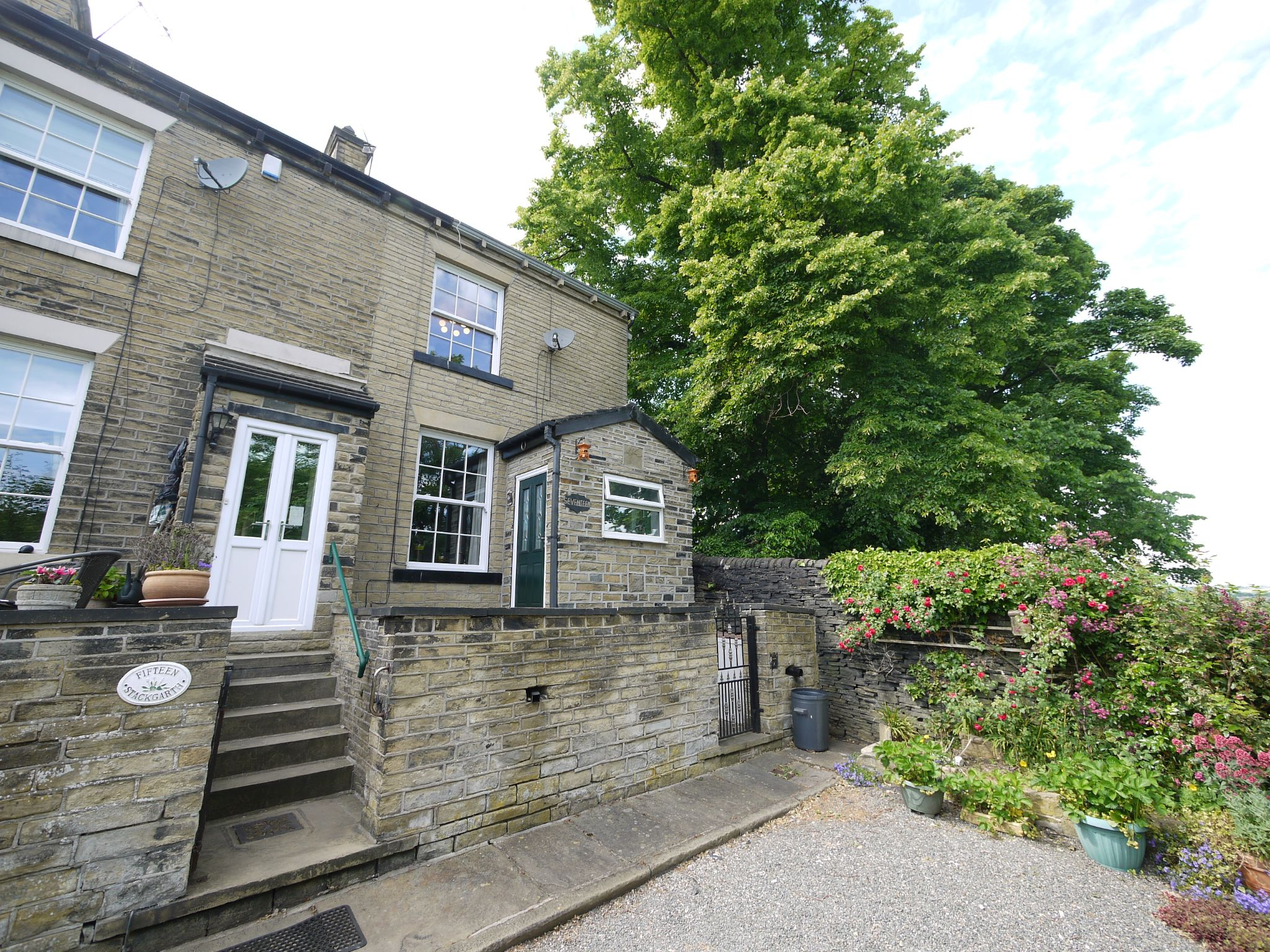 2 bedroom end terraced house For Sale in Brighouse - Main.