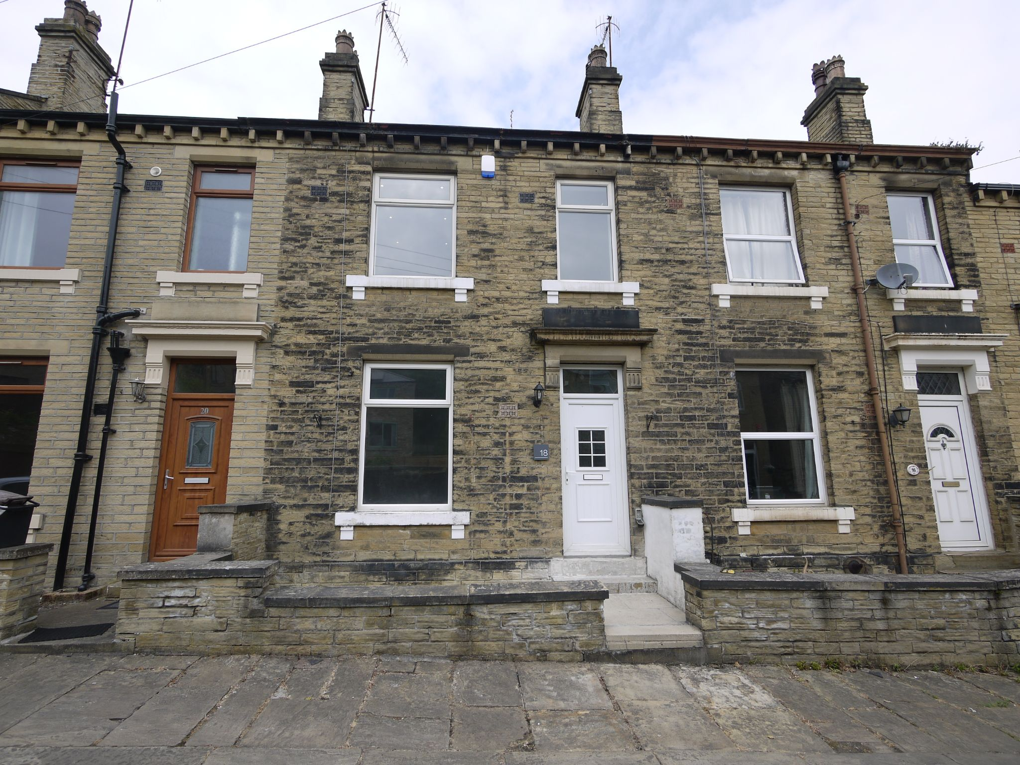 3 bedroom mid terraced house For Sale in Brighouse - Main.