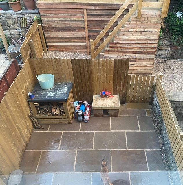 2 bedroom mid terraced house SSTC in Brighouse - Decking.