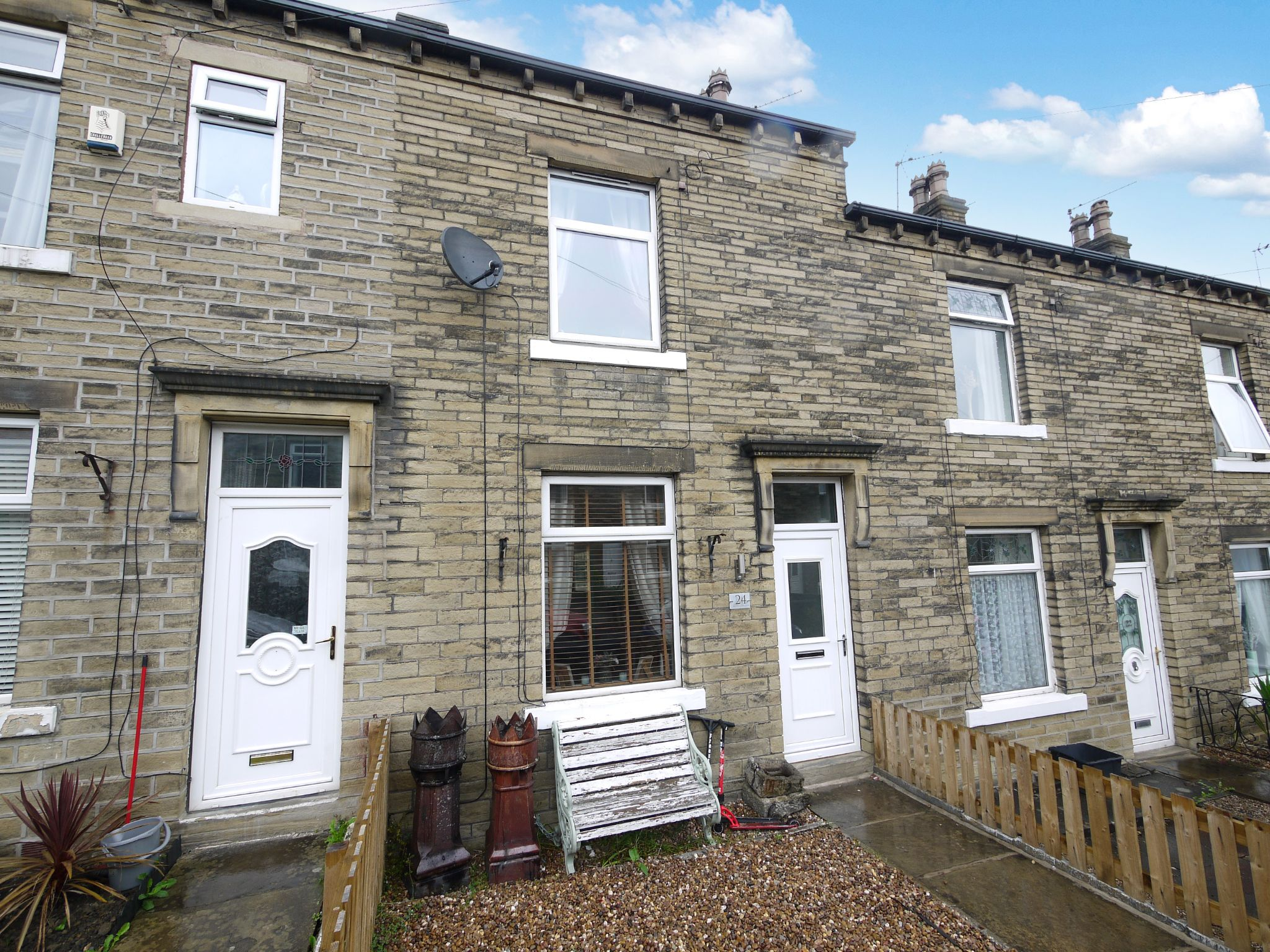 2 bedroom mid terraced house Sold in Brighouse - Main.