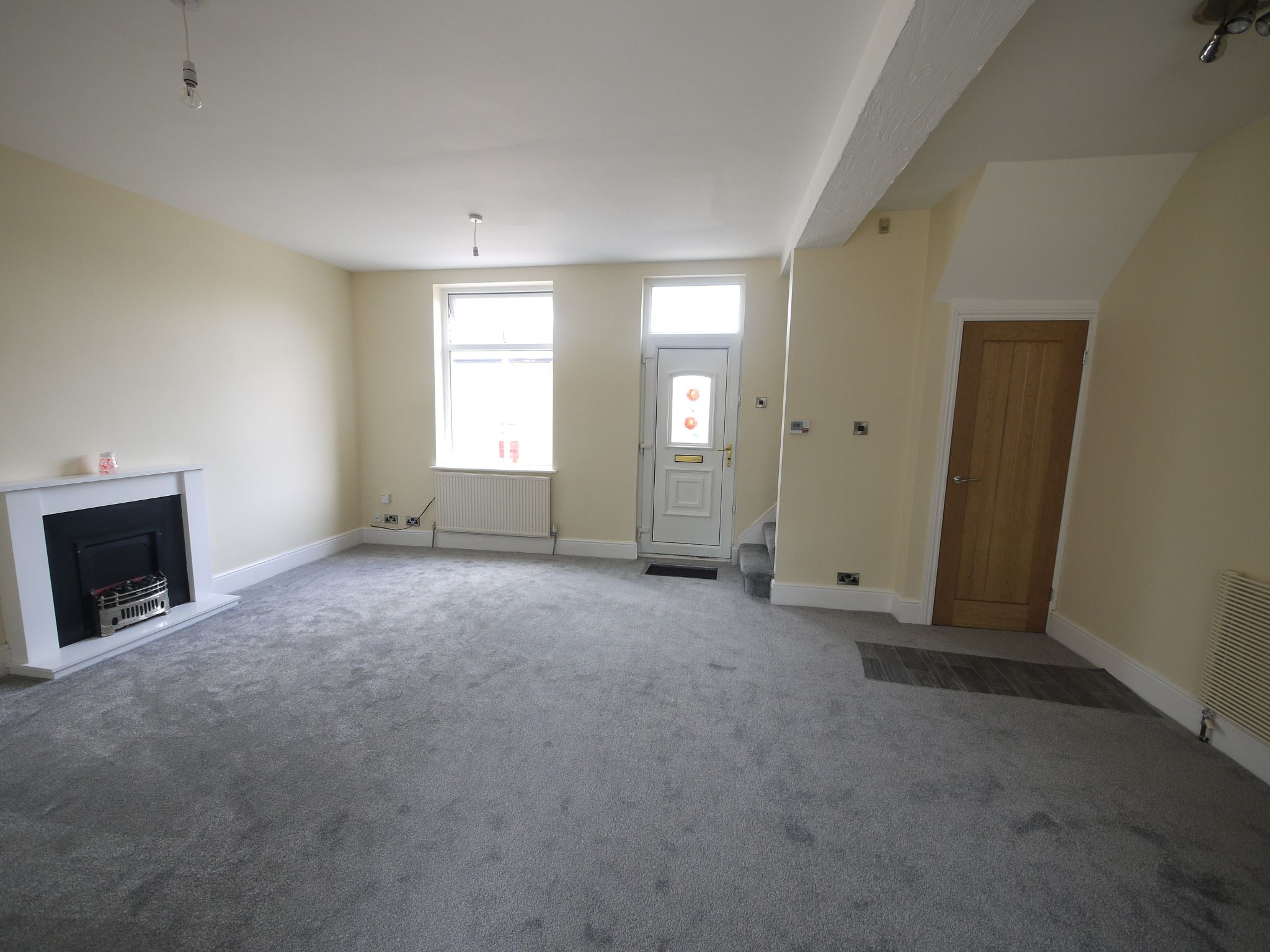 2 bedroom mid terraced house For Sale in Brighouse - Lounge.