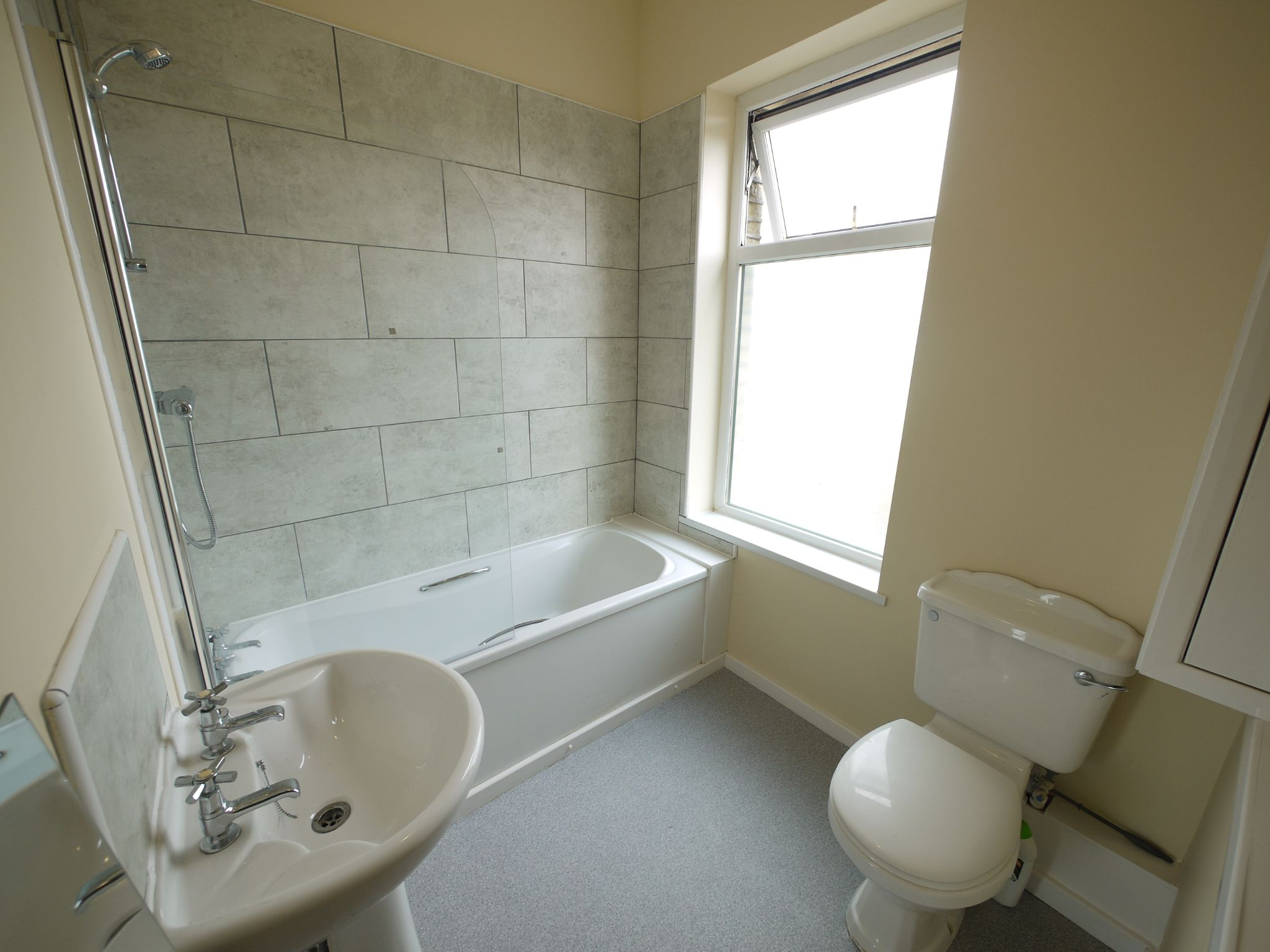 2 bedroom mid terraced house For Sale in Brighouse - Bathroom.