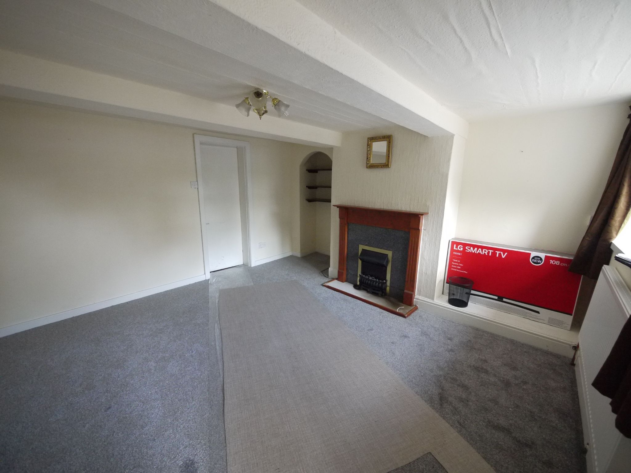 2 bedroom cottage house To Let in Sowerby Bridge - Lounge.