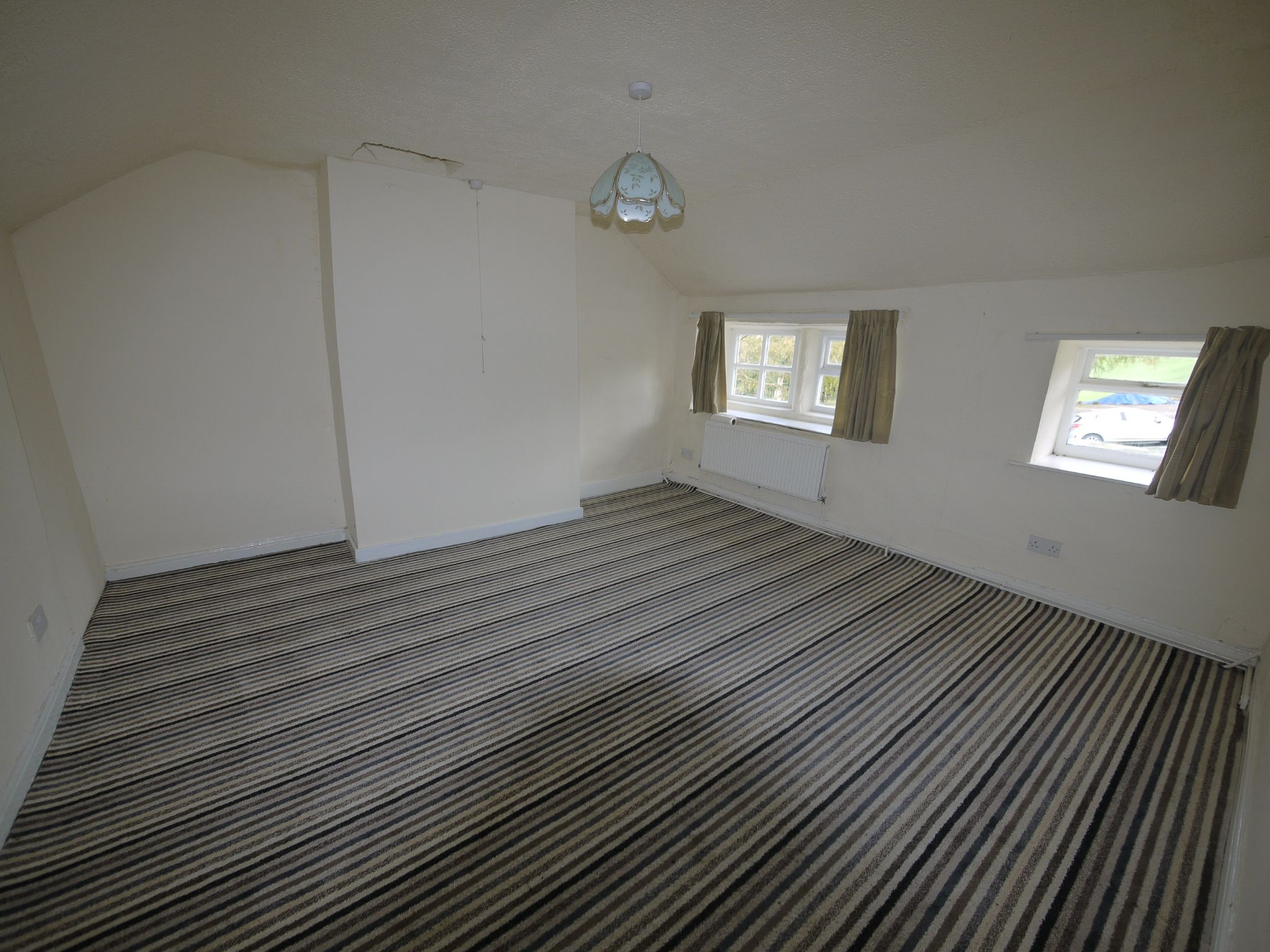 2 bedroom cottage house To Let in Sowerby Bridge - Bed 1.