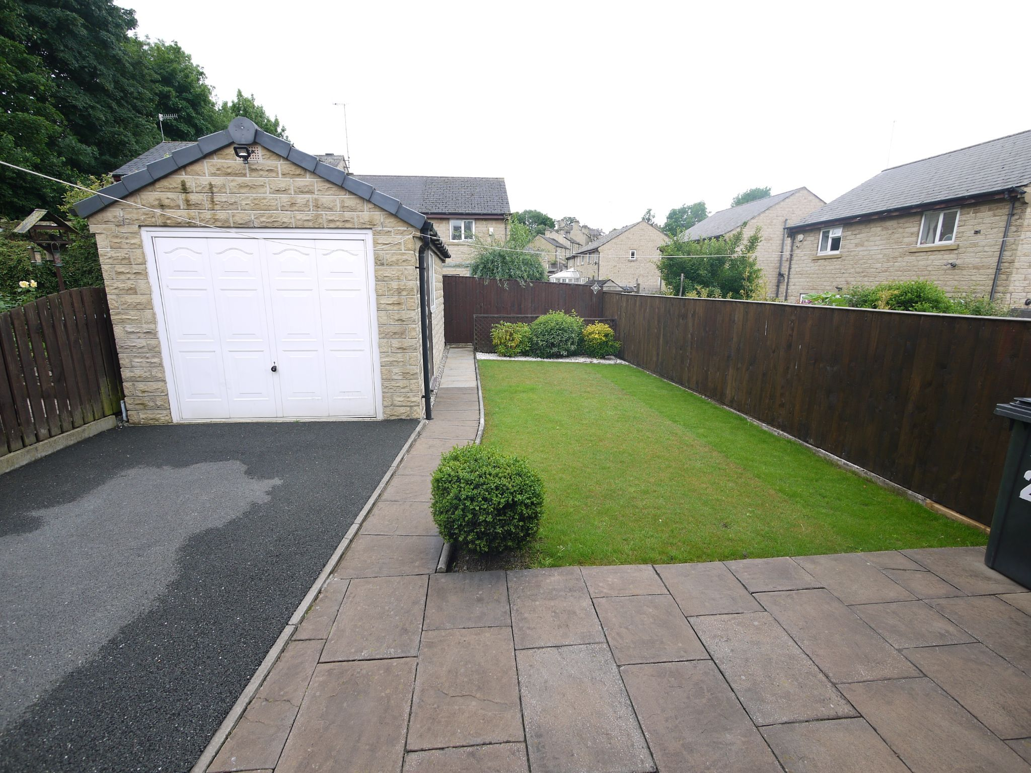 3 bedroom semi-detached house SSTC in Brighouse - Garden.