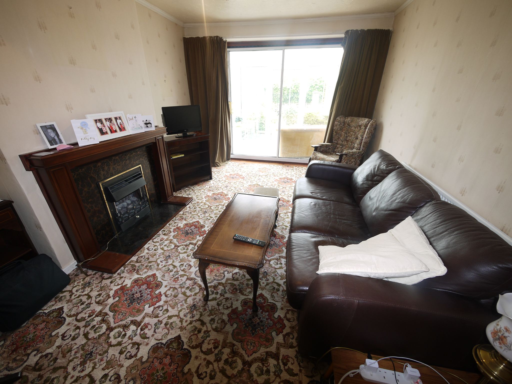 2 bedroom semi-detached bungalow SSTC in Brighouse - Lounge.