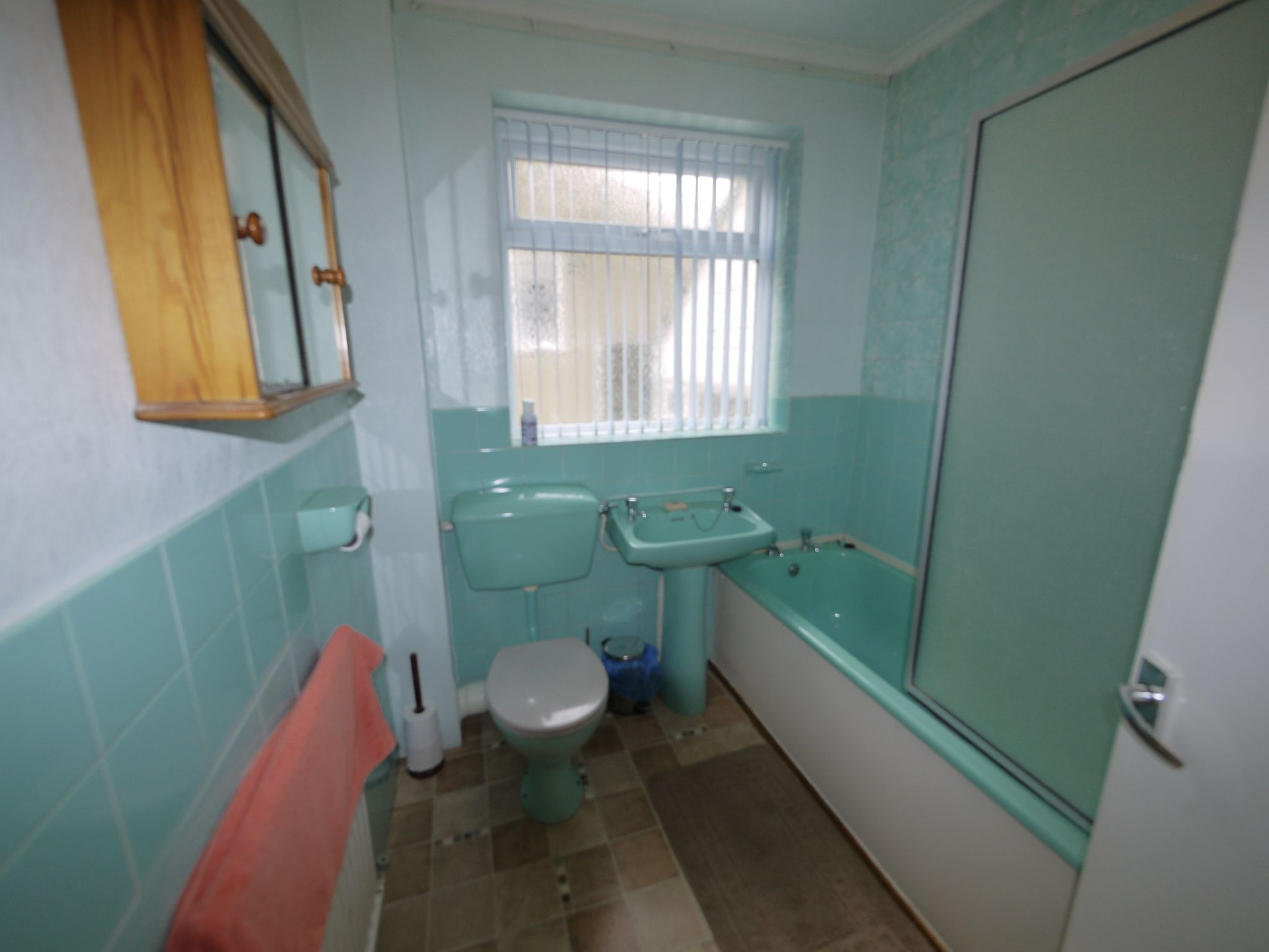 2 bedroom semi-detached bungalow SSTC in Brighouse - Bathroom.