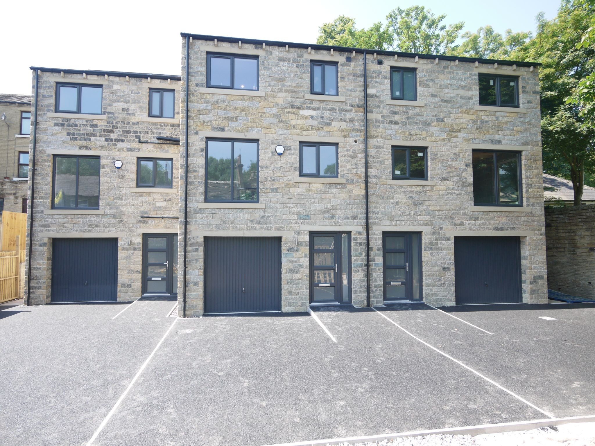 4 bedroom town house For Sale in Rastrick - Main.