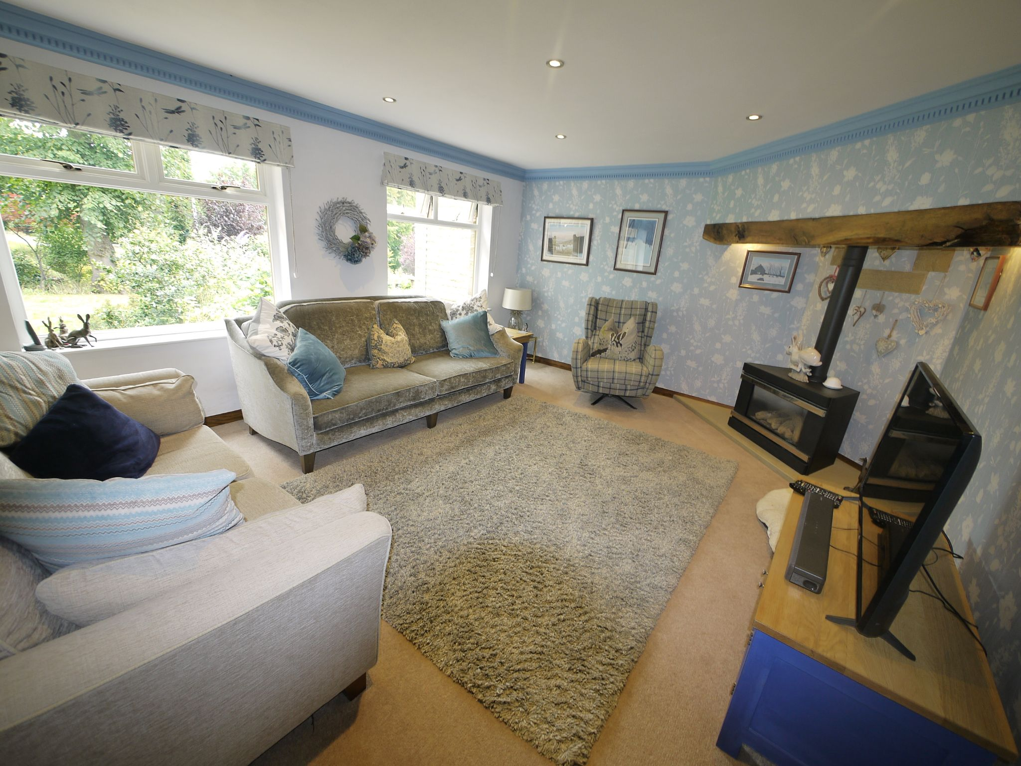 4 bedroom detached house For Sale in Brighouse - Lounge.