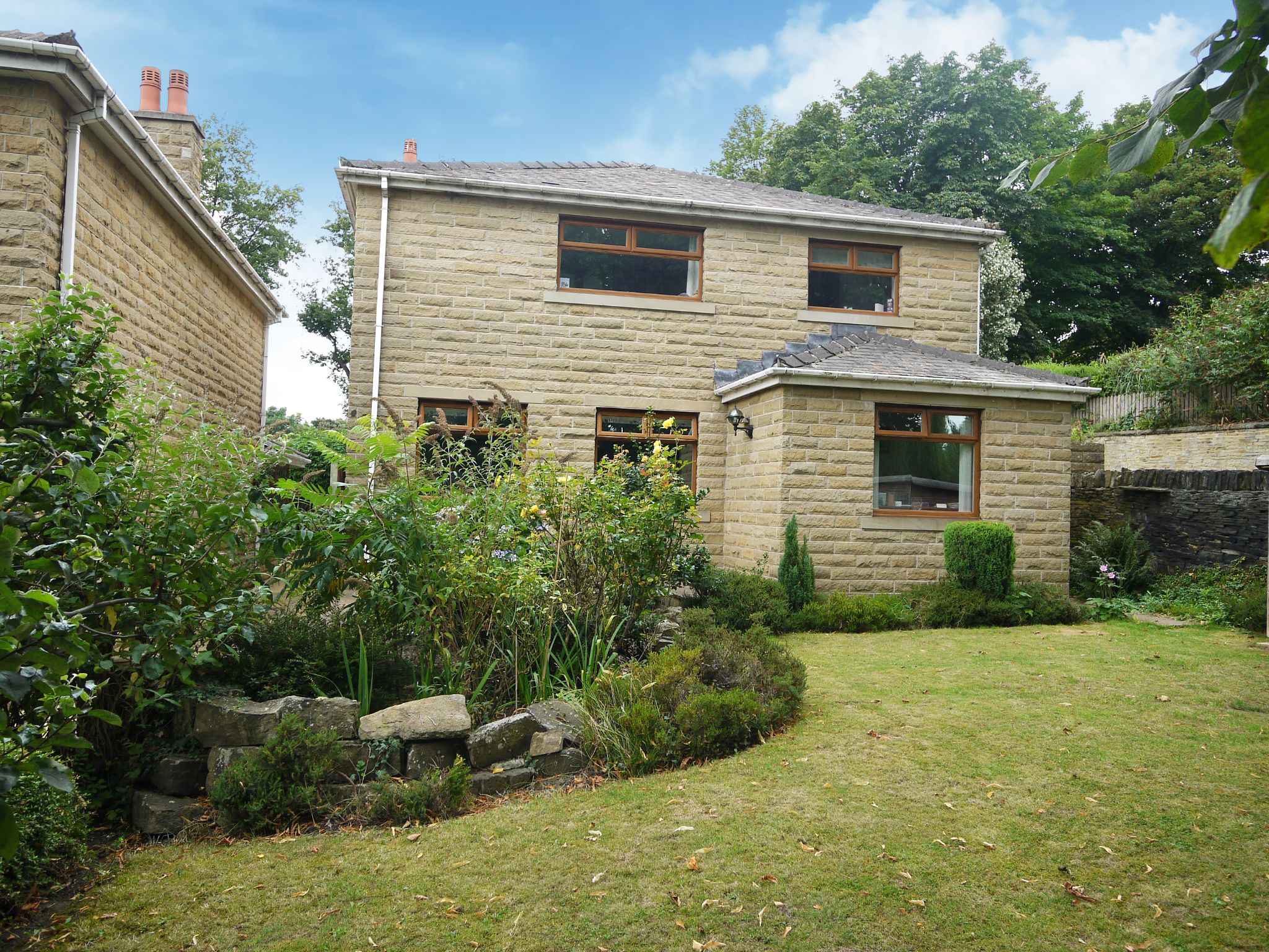 4 bedroom detached house For Sale in Brighouse - Garden 3.