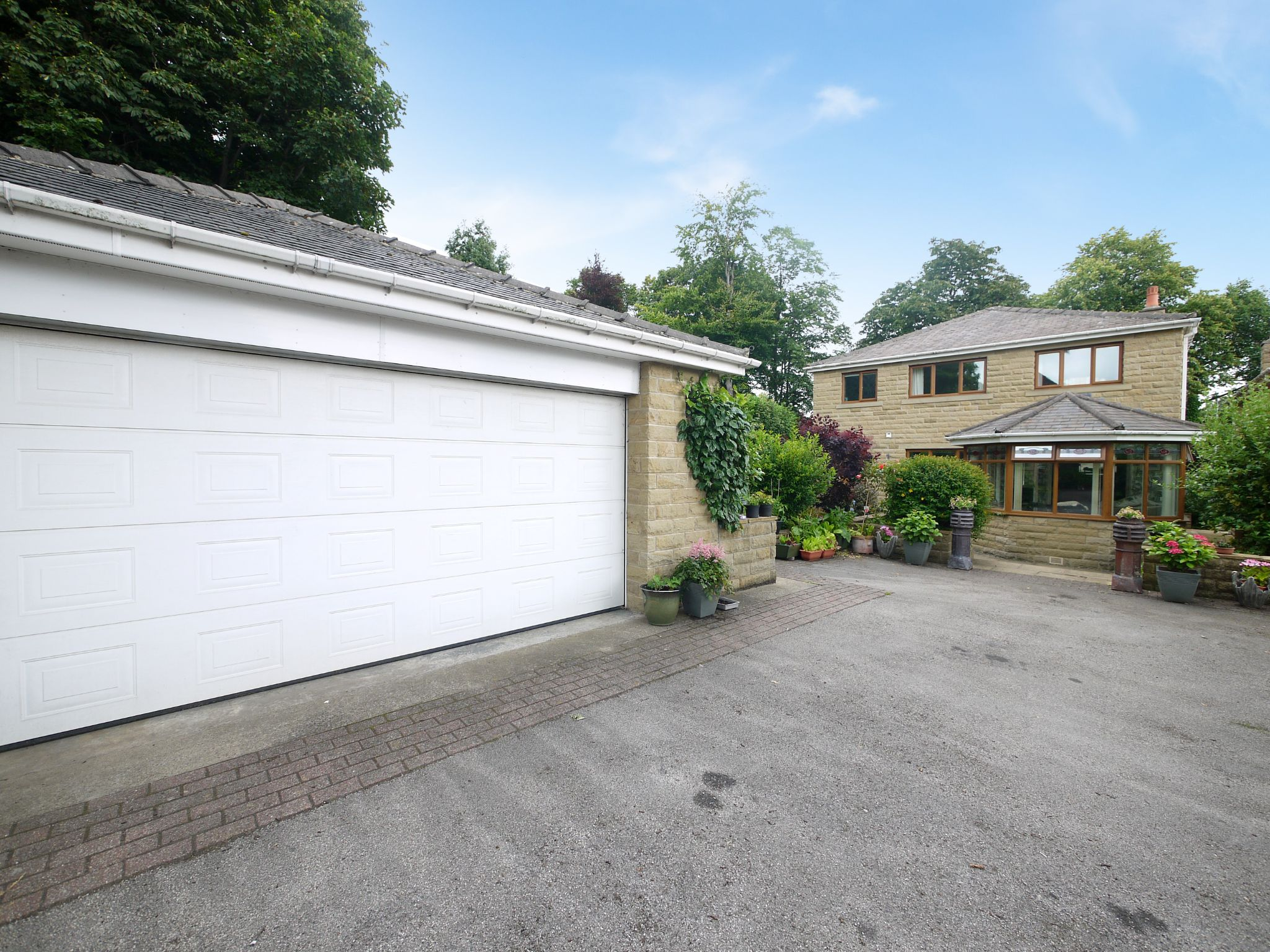 4 bedroom detached house For Sale in Brighouse - Garage.