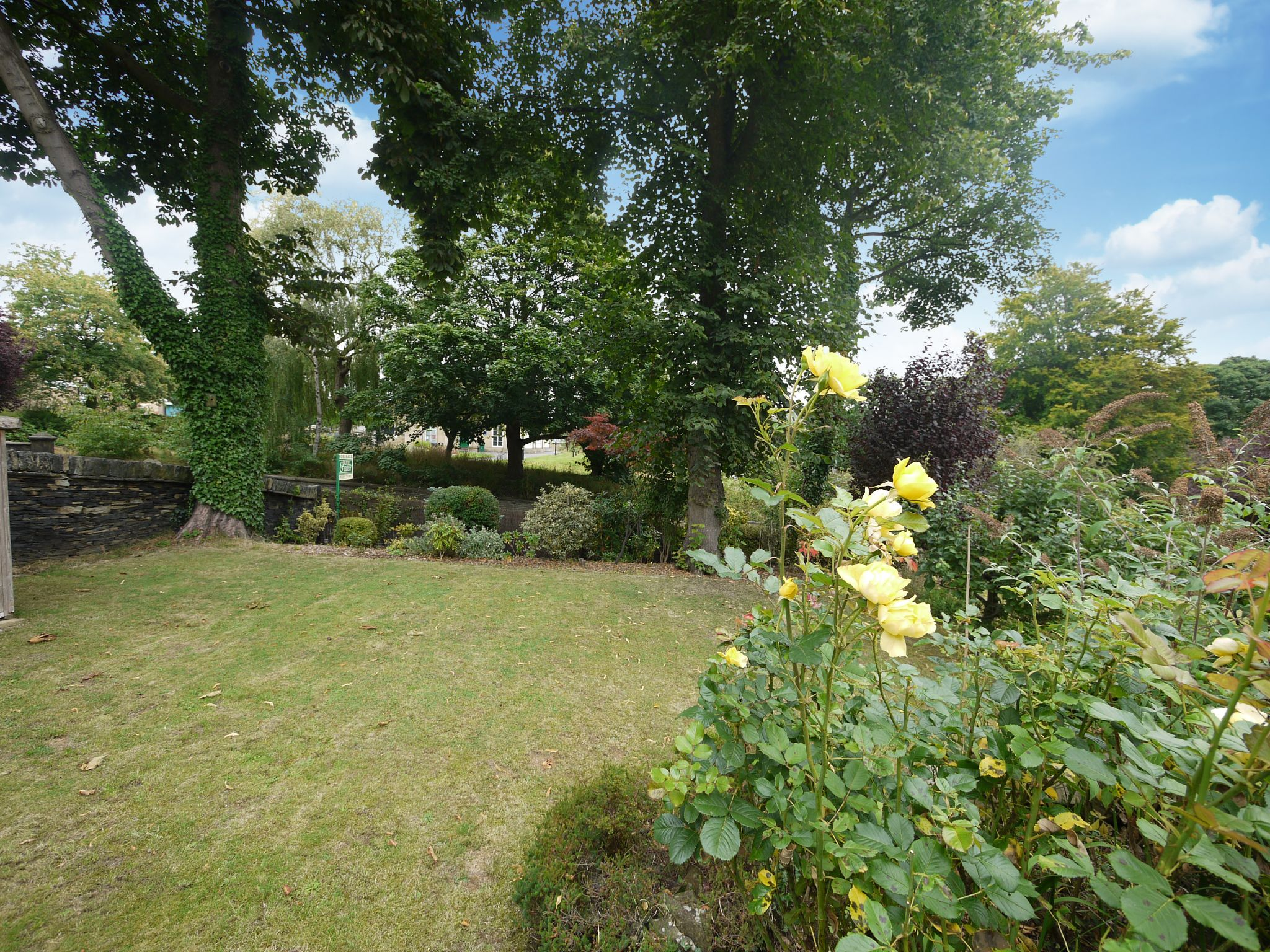 4 bedroom detached house For Sale in Brighouse - Garden 4.