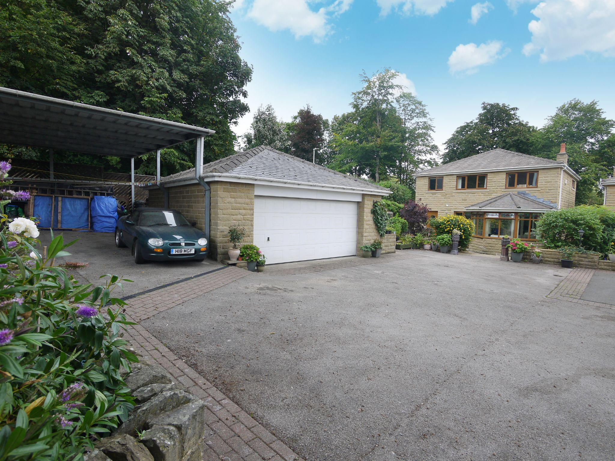 4 bedroom detached house For Sale in Brighouse - Main 1.