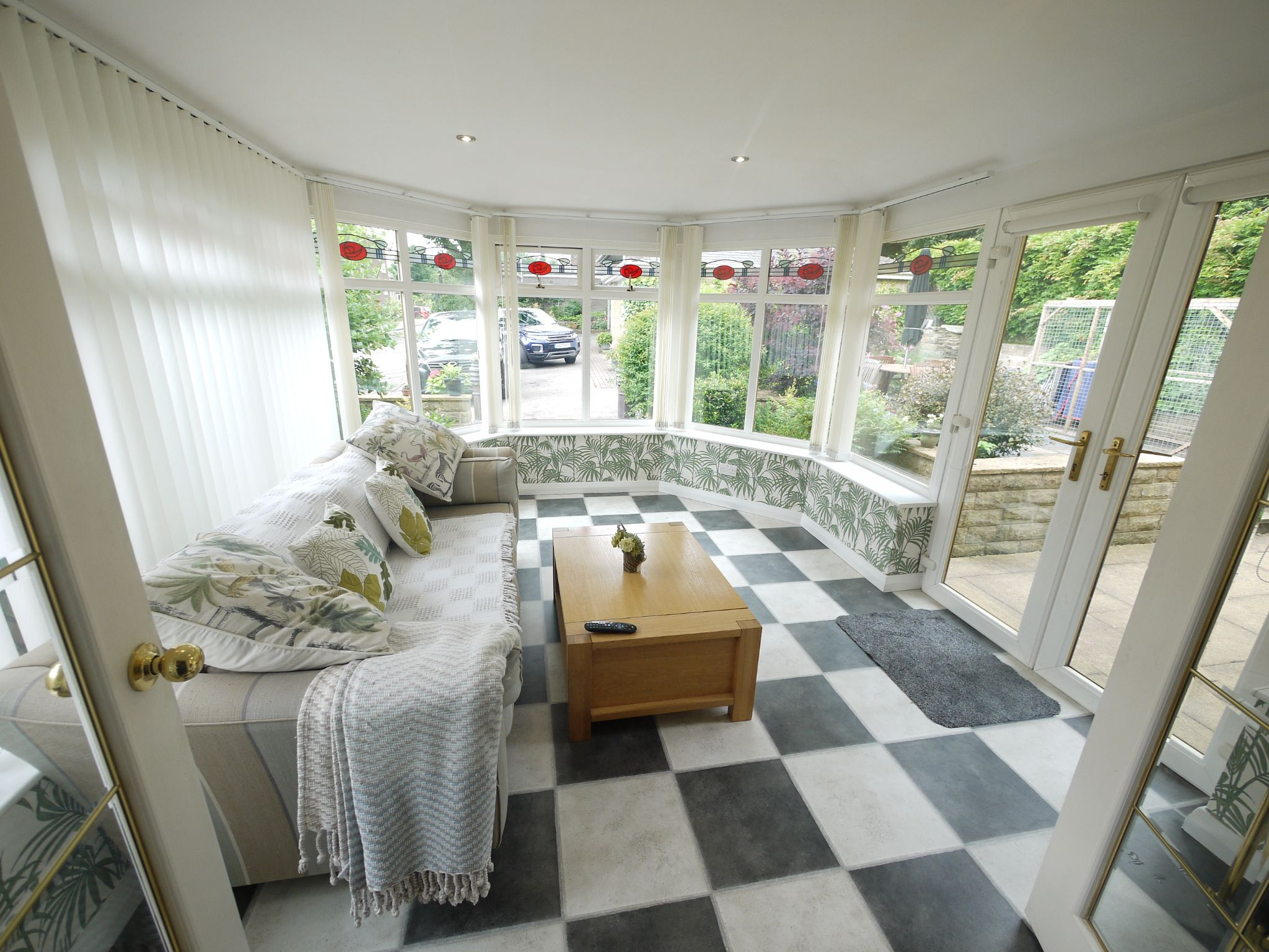 4 bedroom detached house For Sale in Brighouse - Conservatory.