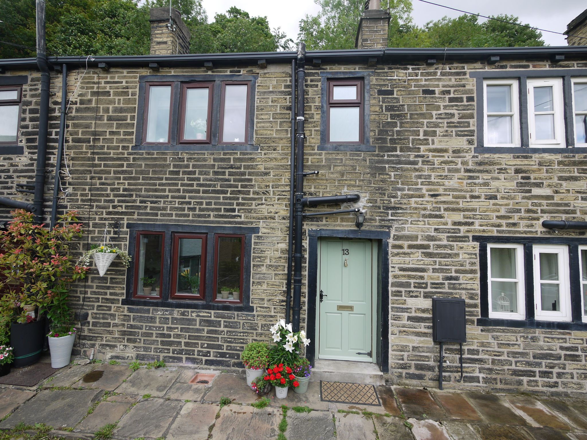 2 bedroom cottage house SSTC in Brighouse - Main.