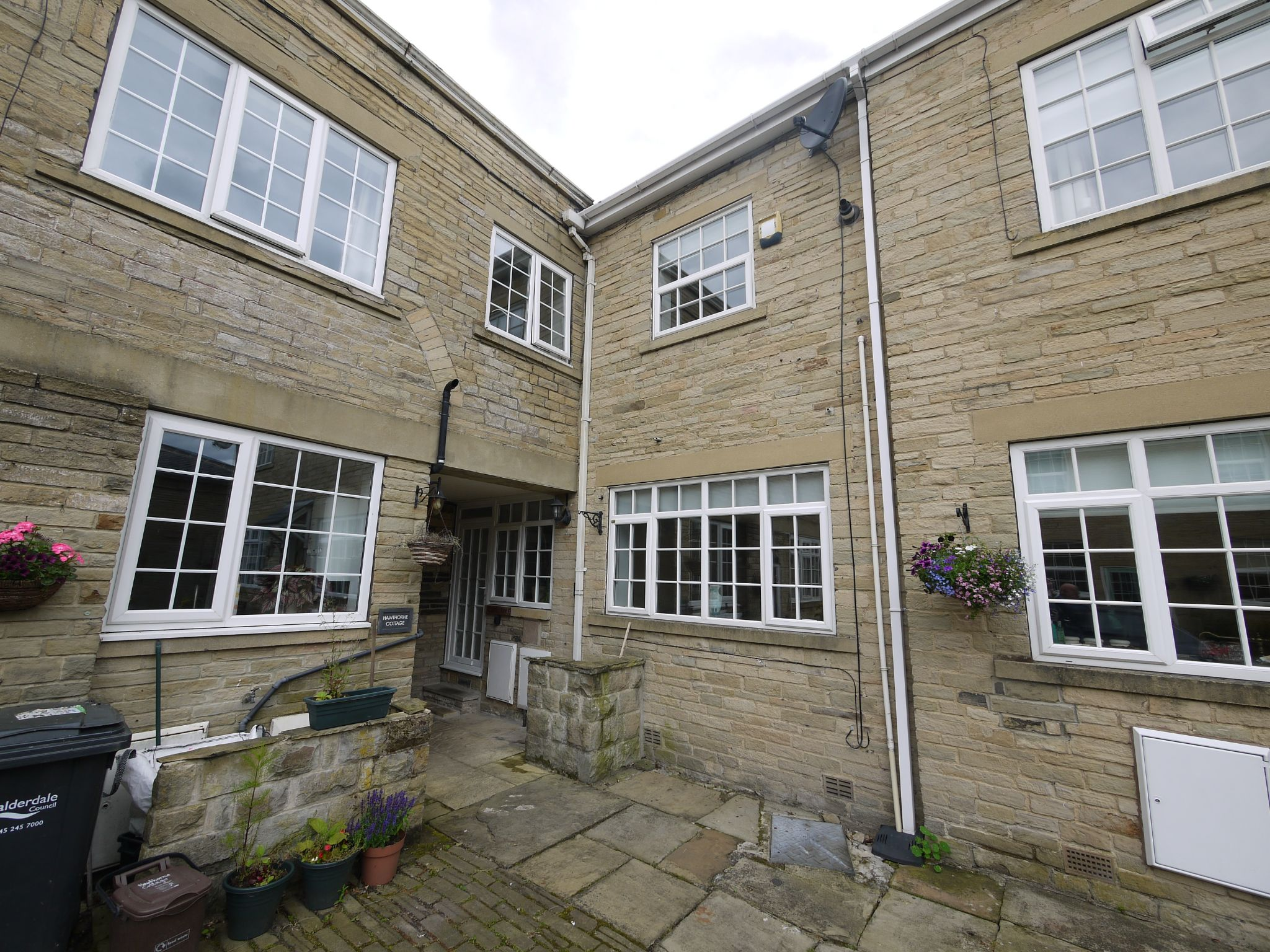 2 bedroom cottage house SSTC in Halifax - Main.