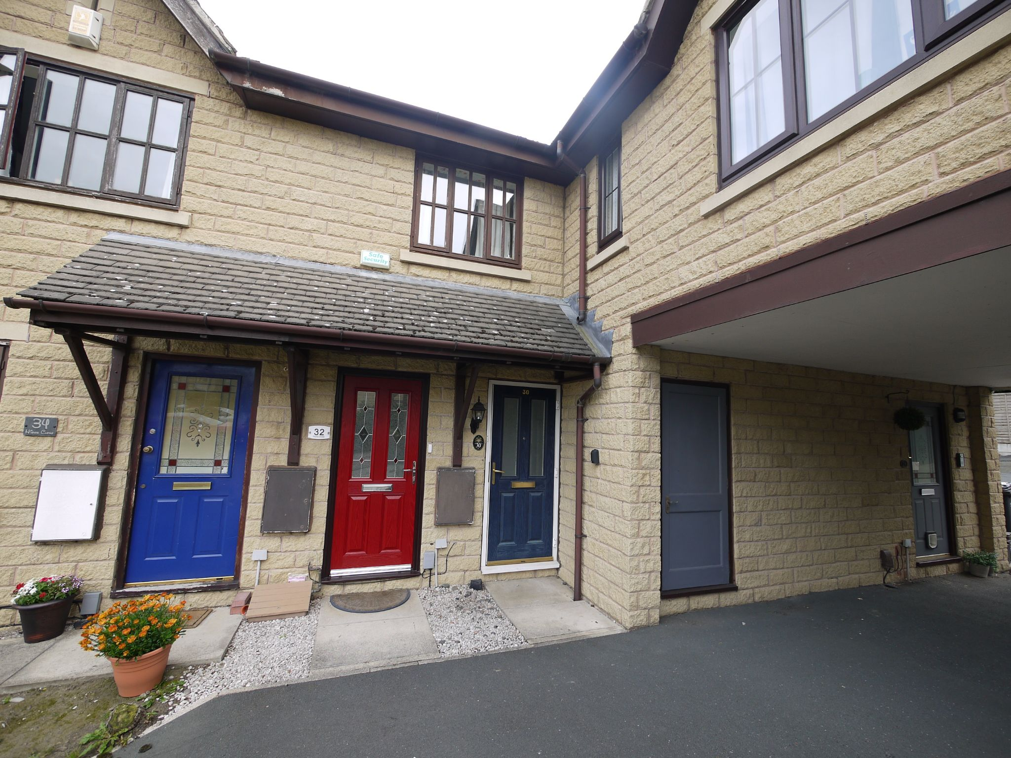 2 bedroom apartment flat/apartment SSTC in Brighouse - Main.
