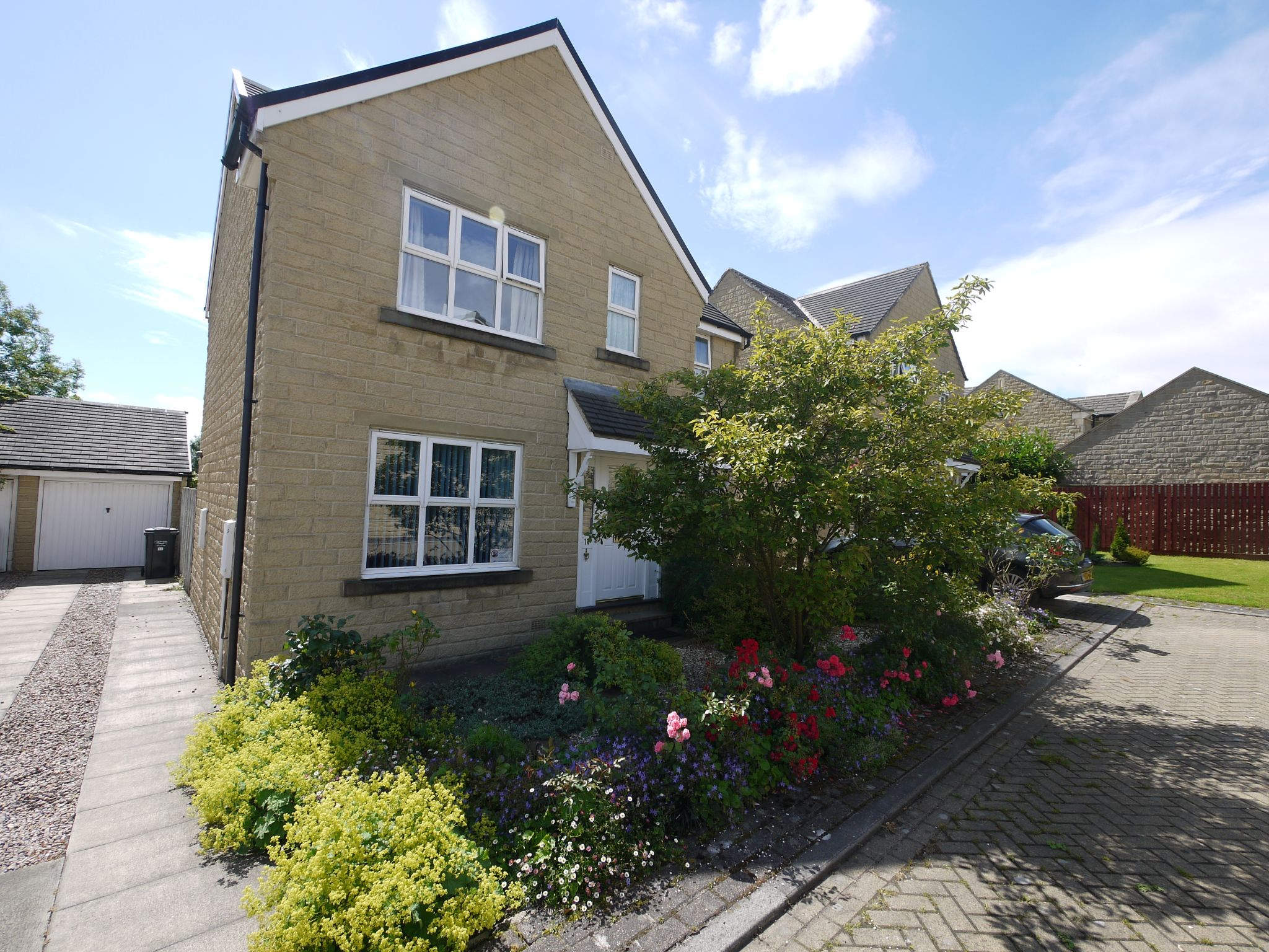 4 bedroom detached house SSTC in Halifax - Main.