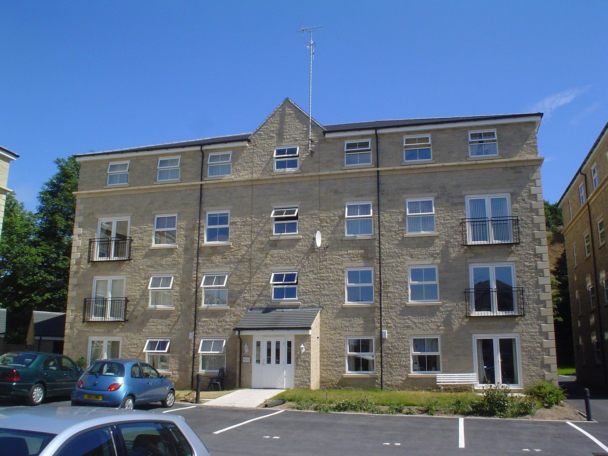 2 bedroom apartment flat/apartment To Let in Brighouse - Main.