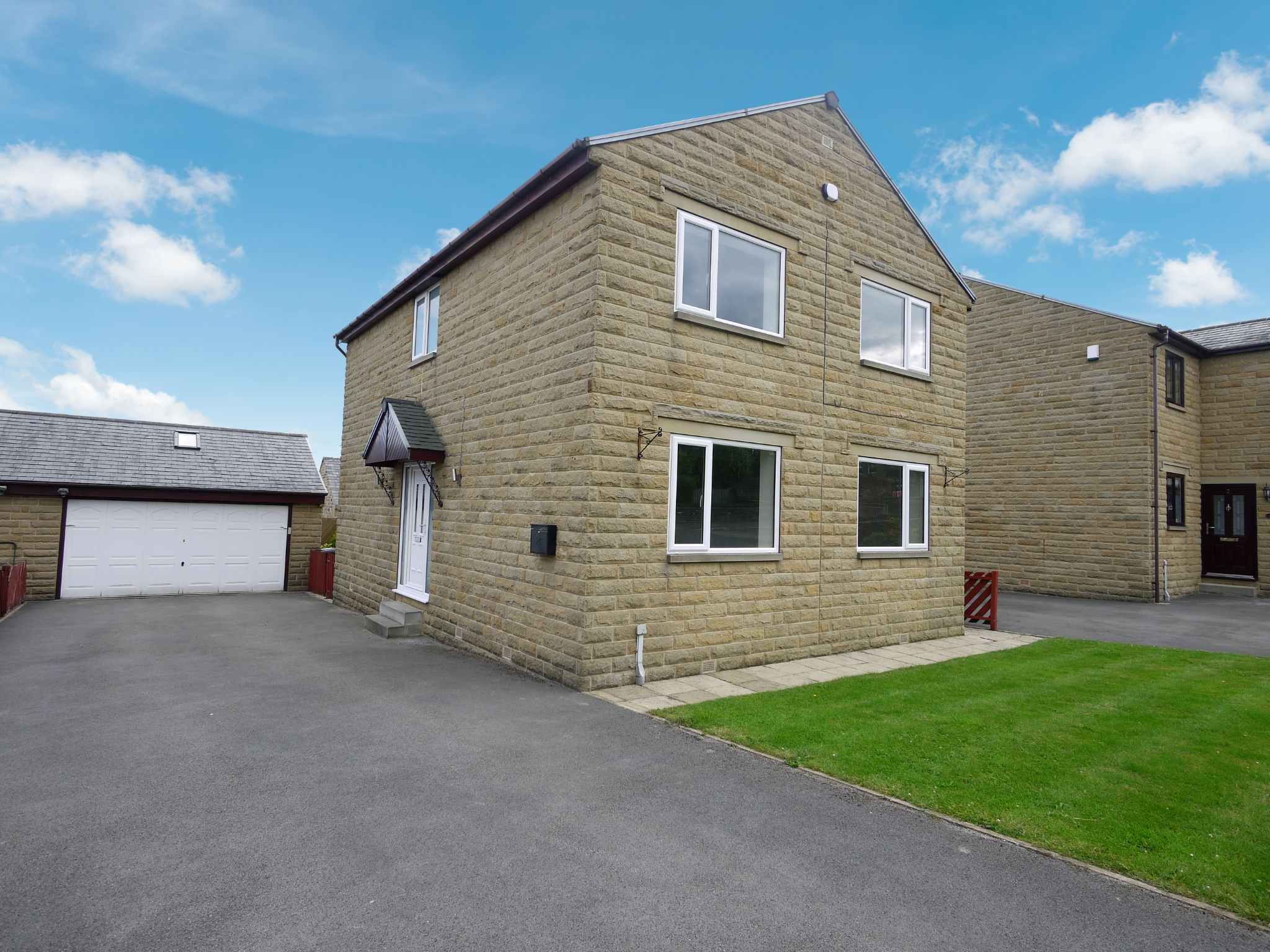 4 bedroom detached house For Sale in Brighouse - Main.