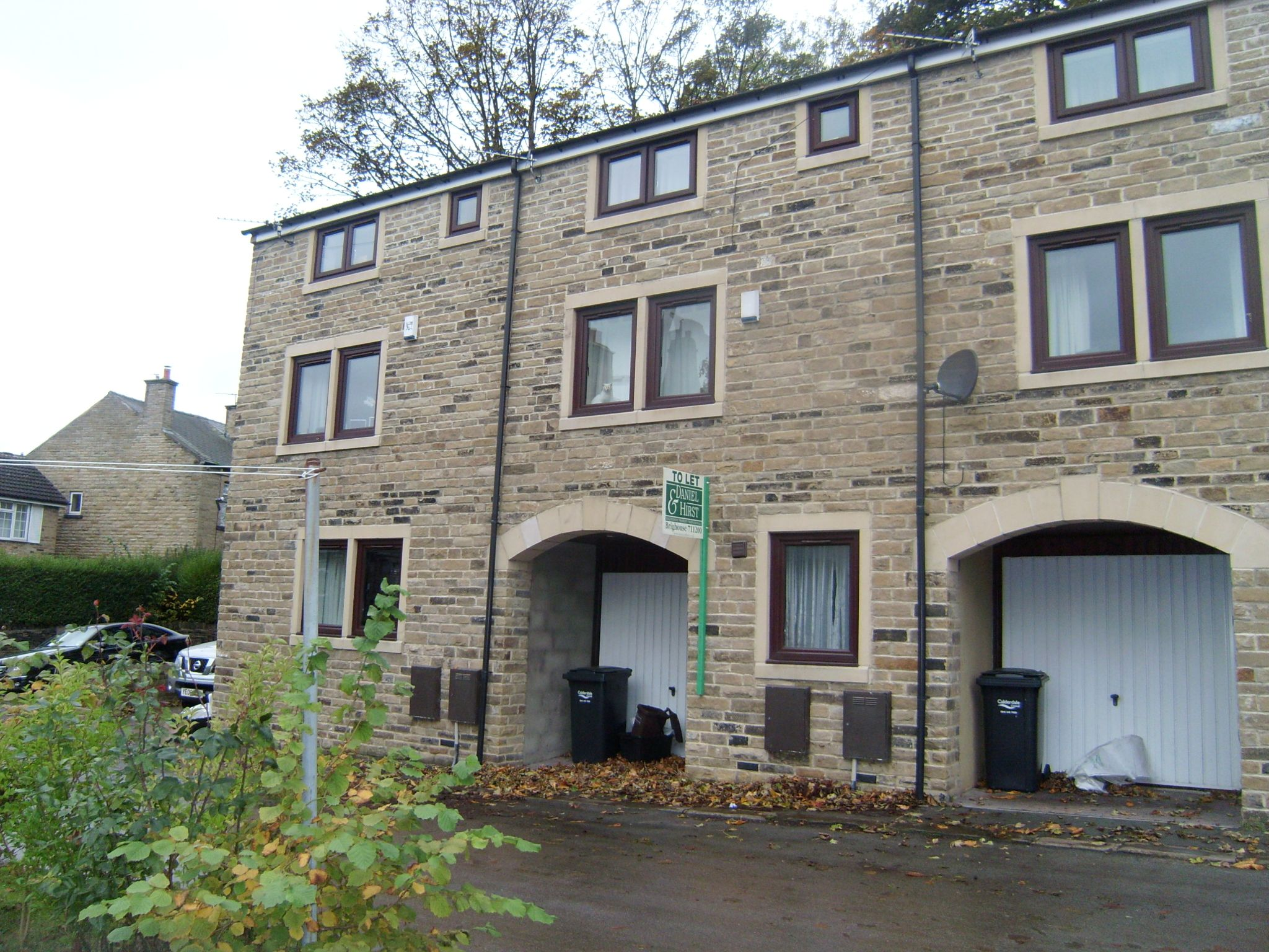 2 bedroom town house Let in Halifax - Main.