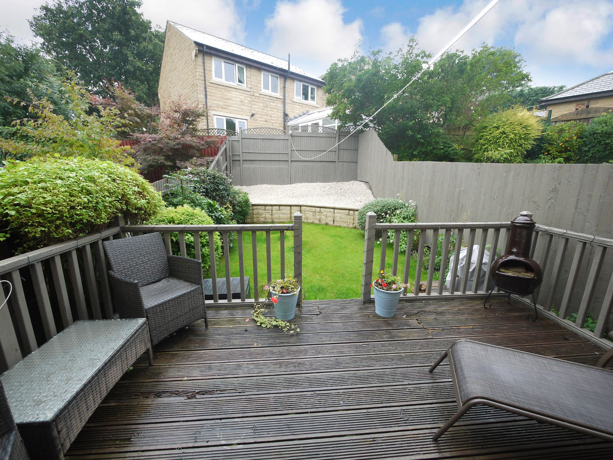 4 bedroom town house For Sale in Brighouse - Garden.