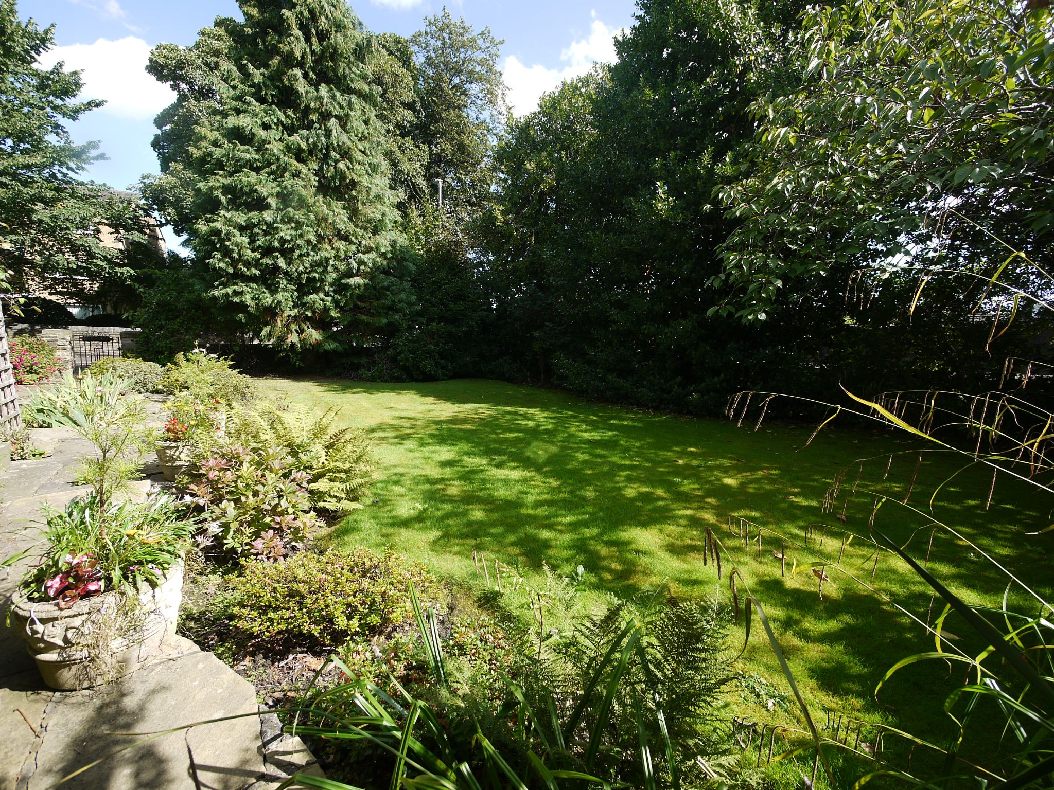 4 bedroom semi-detached house SSTC in Brighouse - Front garden.