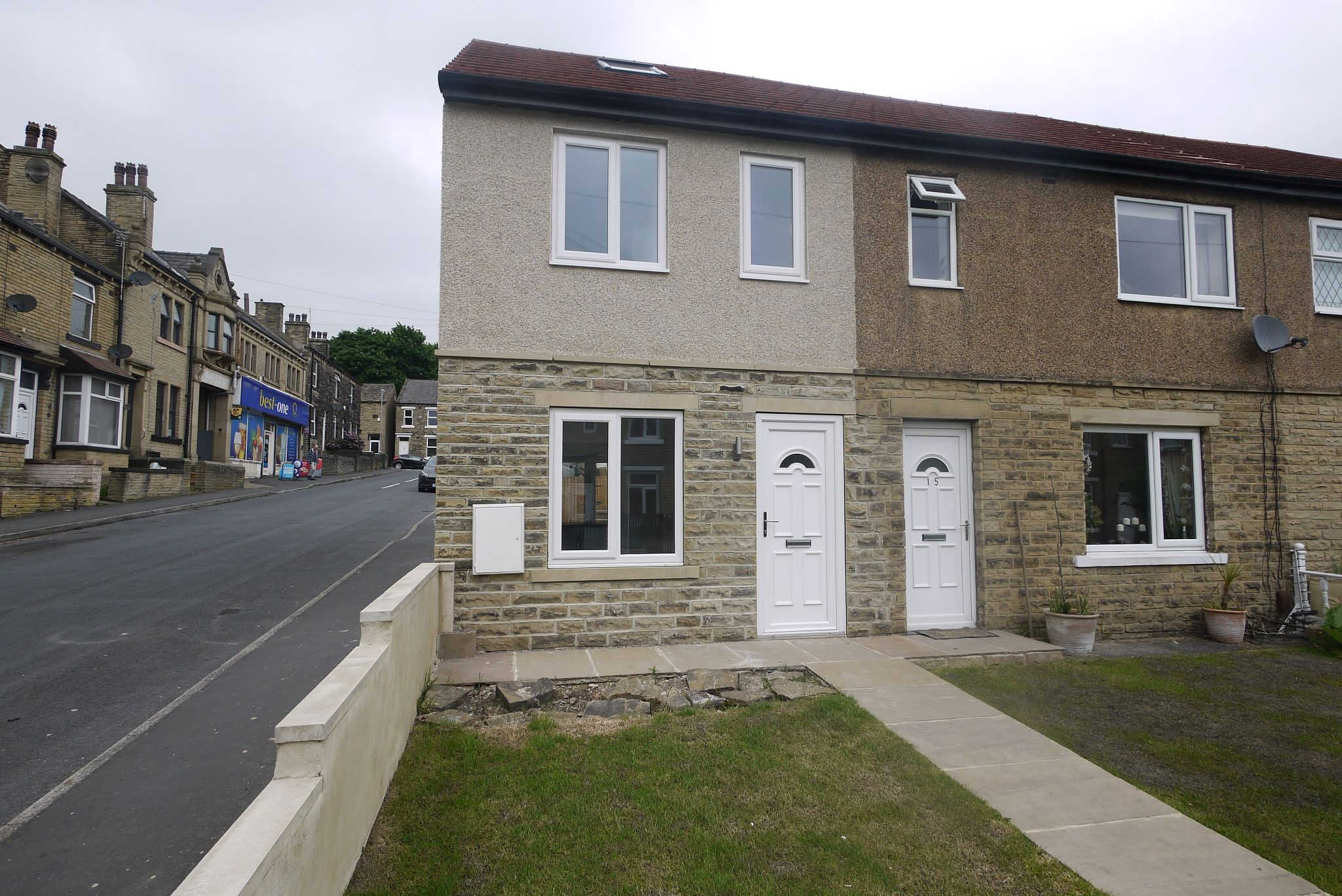 2 bedroom end terraced house For Sale in Brighouse - Photograph 1.