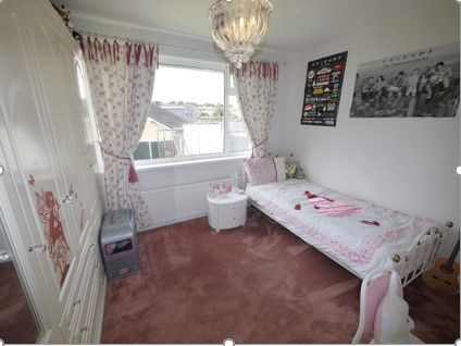 3 bedroom detached bungalow SSTC in Brighouse - Photograph 8.