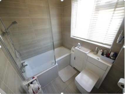 3 bedroom detached bungalow SSTC in Brighouse - Photograph 7.