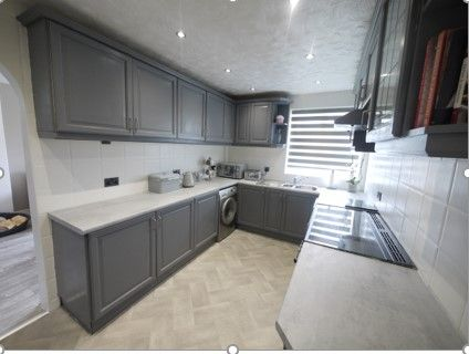 3 bedroom detached bungalow SSTC in Brighouse - Photograph 4.