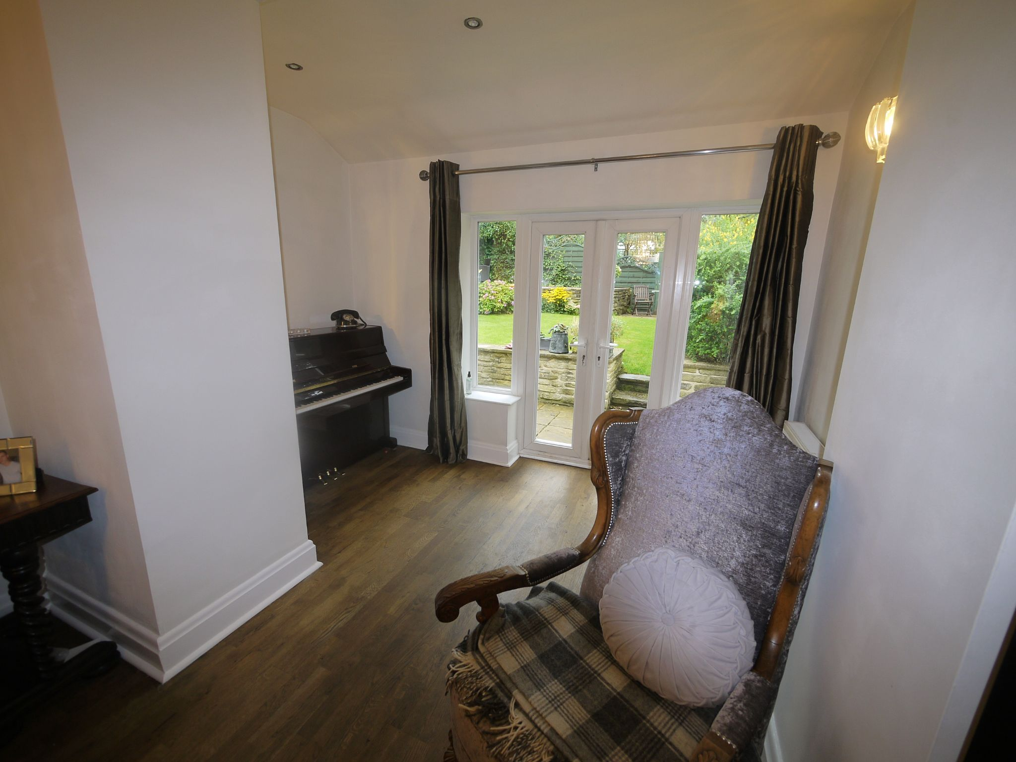 4 bedroom semi-detached house SSTC in Halifax - Lounge 2.