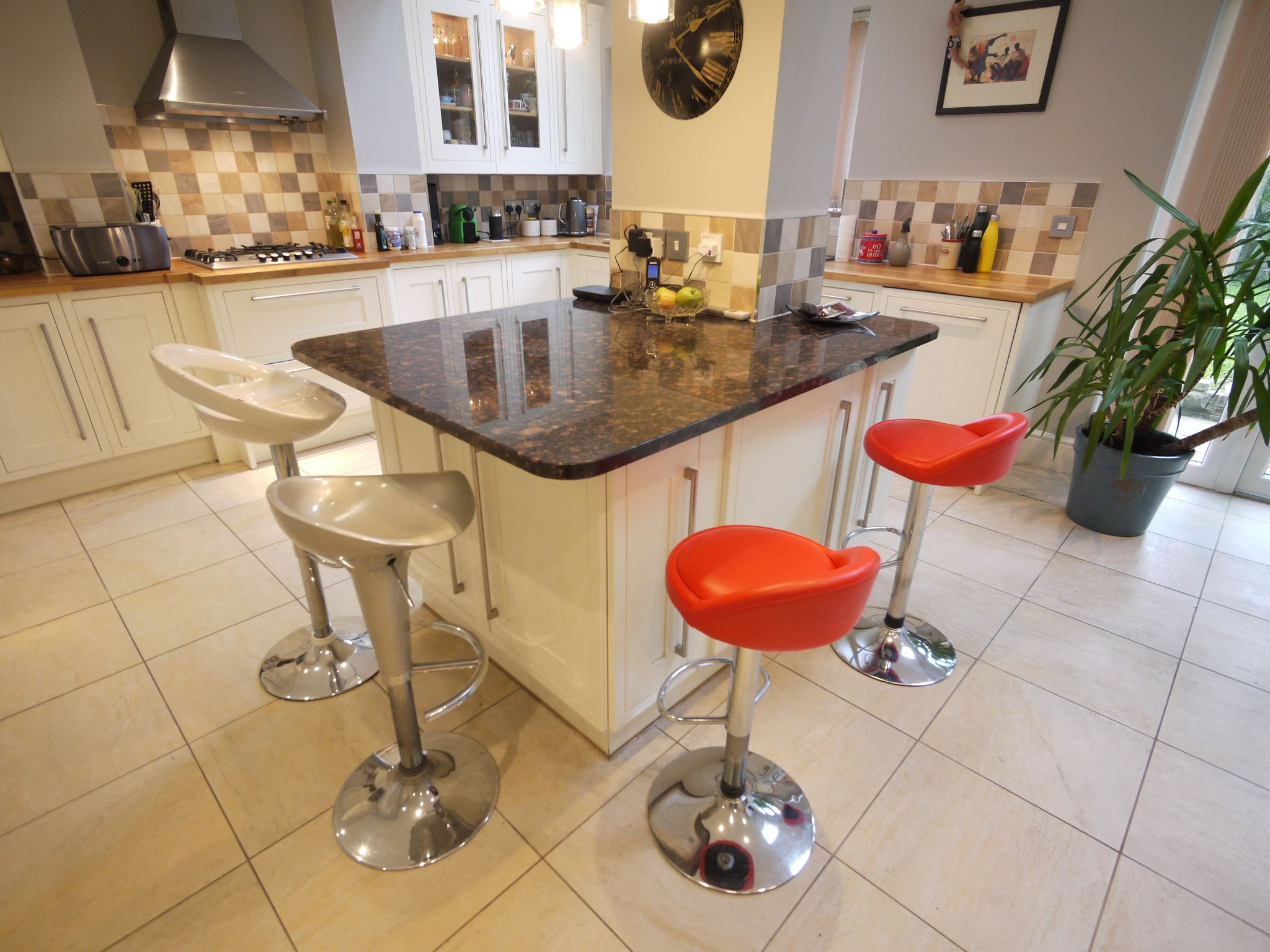6 bedroom detached house SSTC in Halifax - dining kit 2.