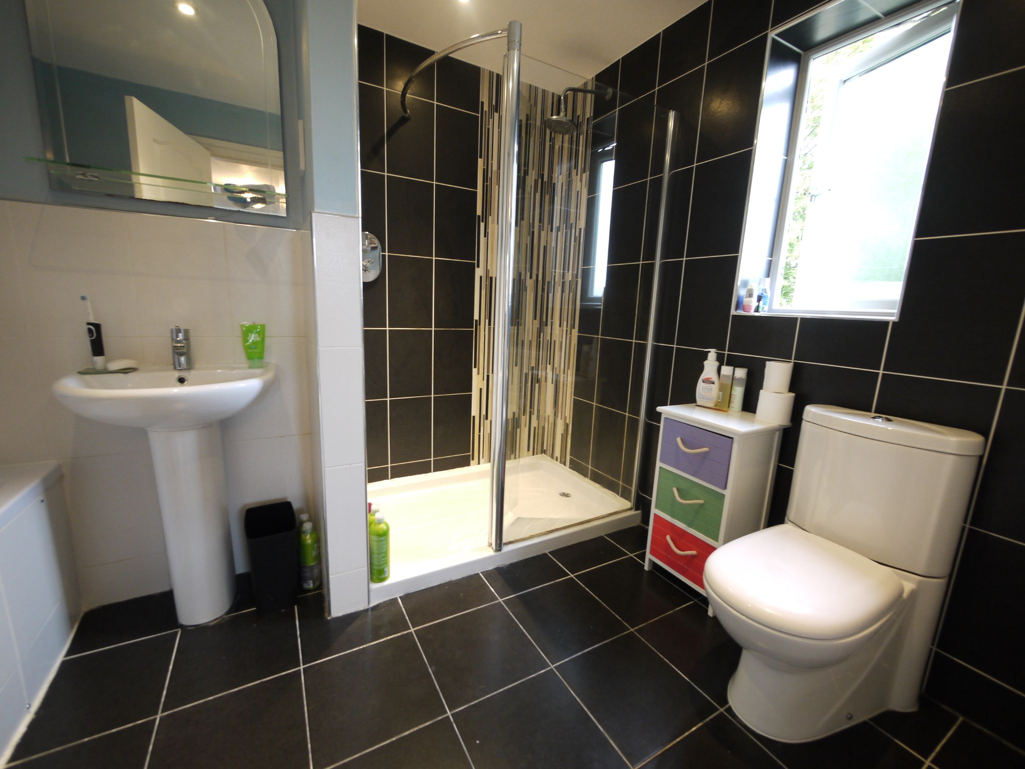 6 bedroom detached house SSTC in Halifax - bed 1 ensuite.