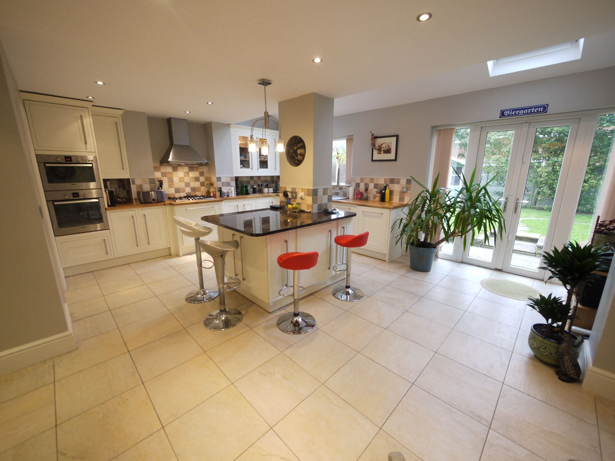 6 bedroom detached house SSTC in Halifax - dining kit 1.
