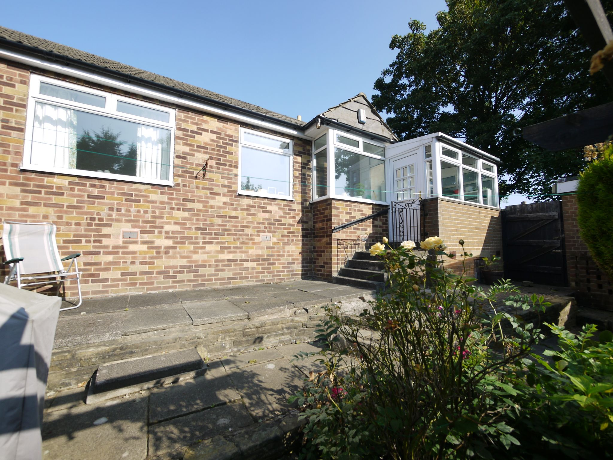 2 bedroom semi-detached bungalow SSTC in Halifax - Photograph 4.