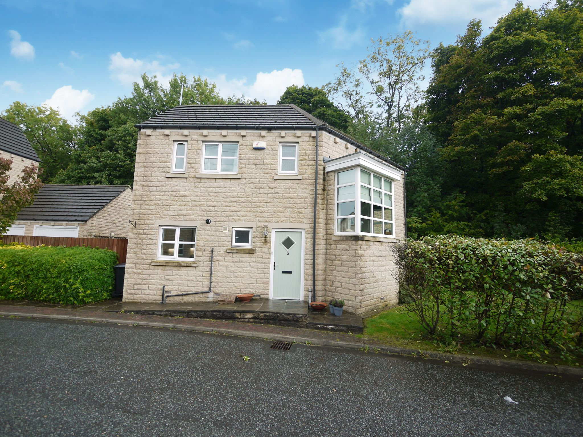 4 bedroom detached house Let in Halifax - Main.