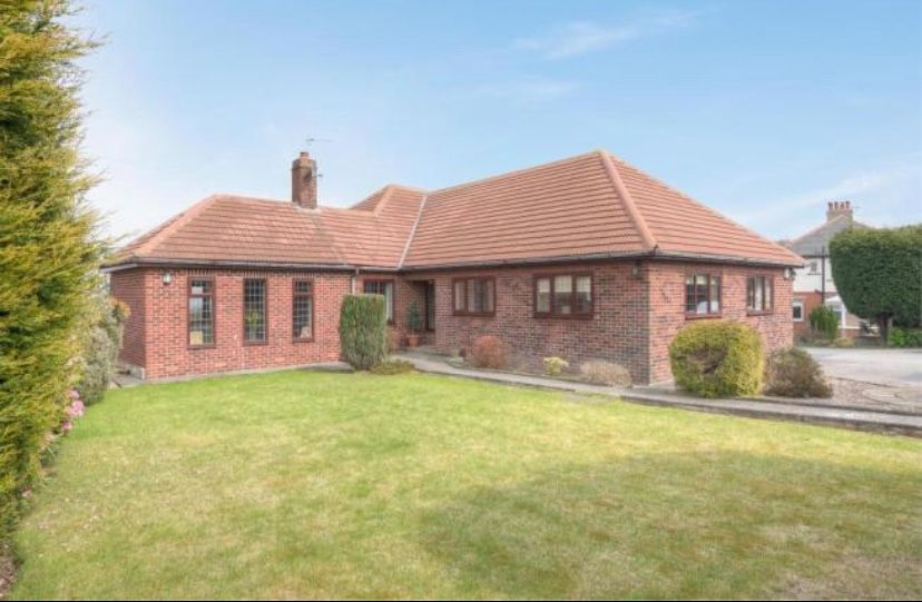 6 bedroom detached house For Sale in Huddersfield - Main.