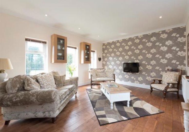 6 bedroom detached house For Sale in Huddersfield - Sitting Room.