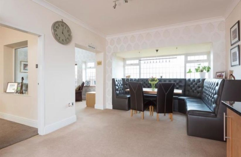 6 bedroom detached house For Sale in Huddersfield - Dining kit 3.