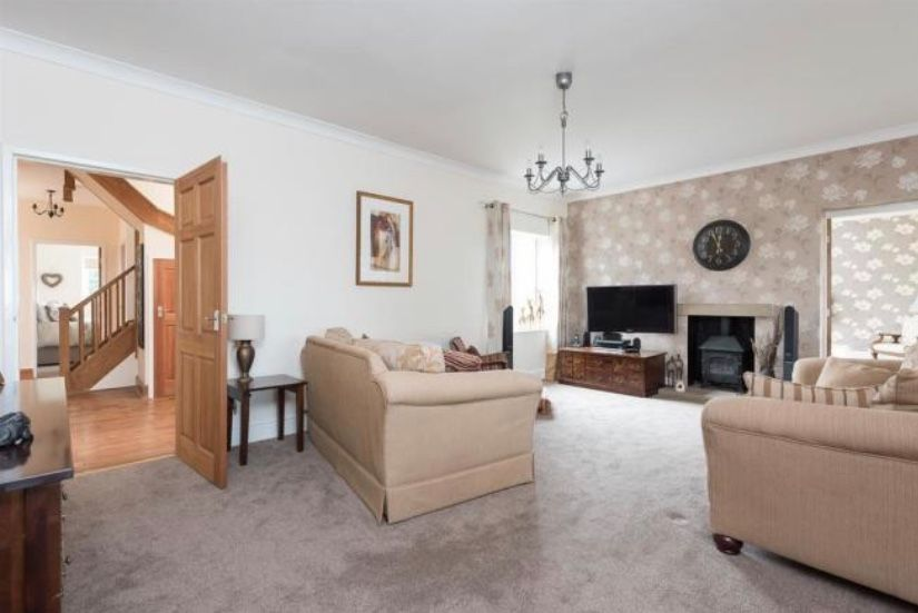 6 bedroom detached house For Sale in Huddersfield - Lounge.
