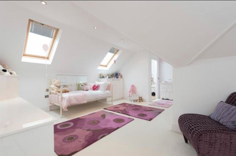 6 bedroom detached house For Sale in Huddersfield - Master bedroom.