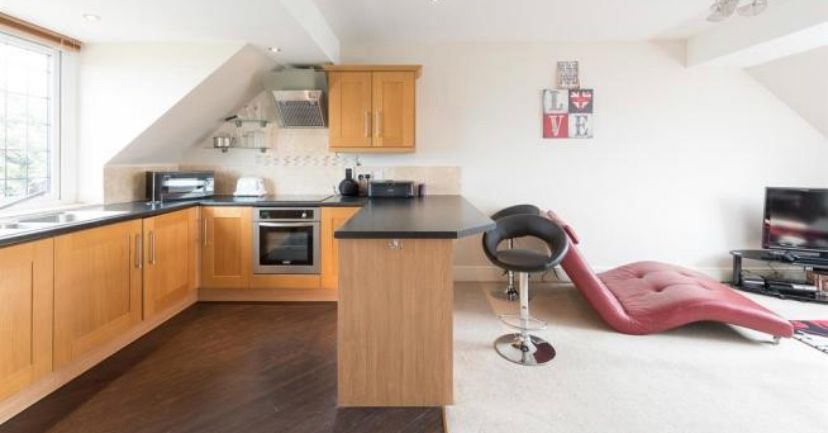 6 bedroom detached house For Sale in Huddersfield - Living dining kitchen apt.