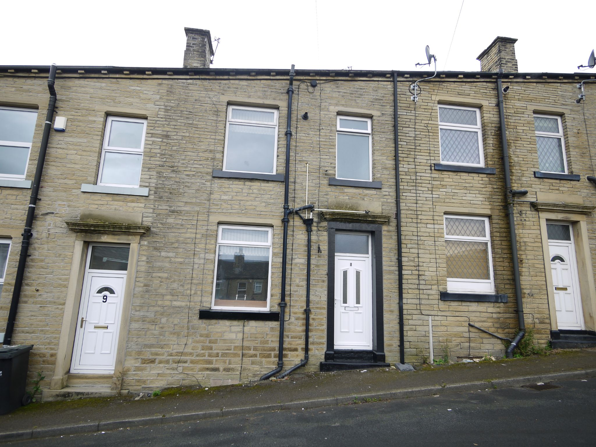 1 bedroom mid terraced house SSTC in Brighouse - Photograph 1.