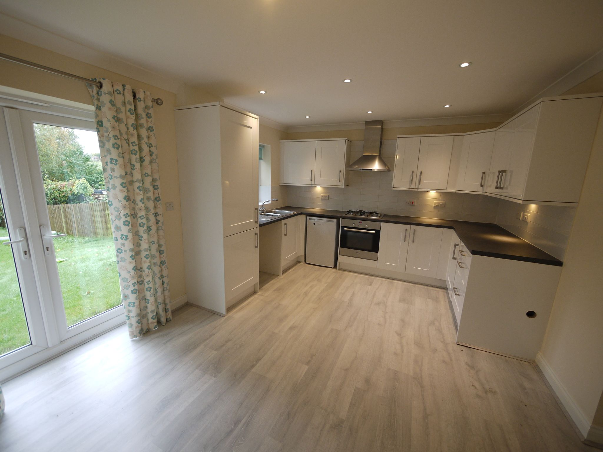3 bedroom town house SSTC in Mirfield - Photograph 3.