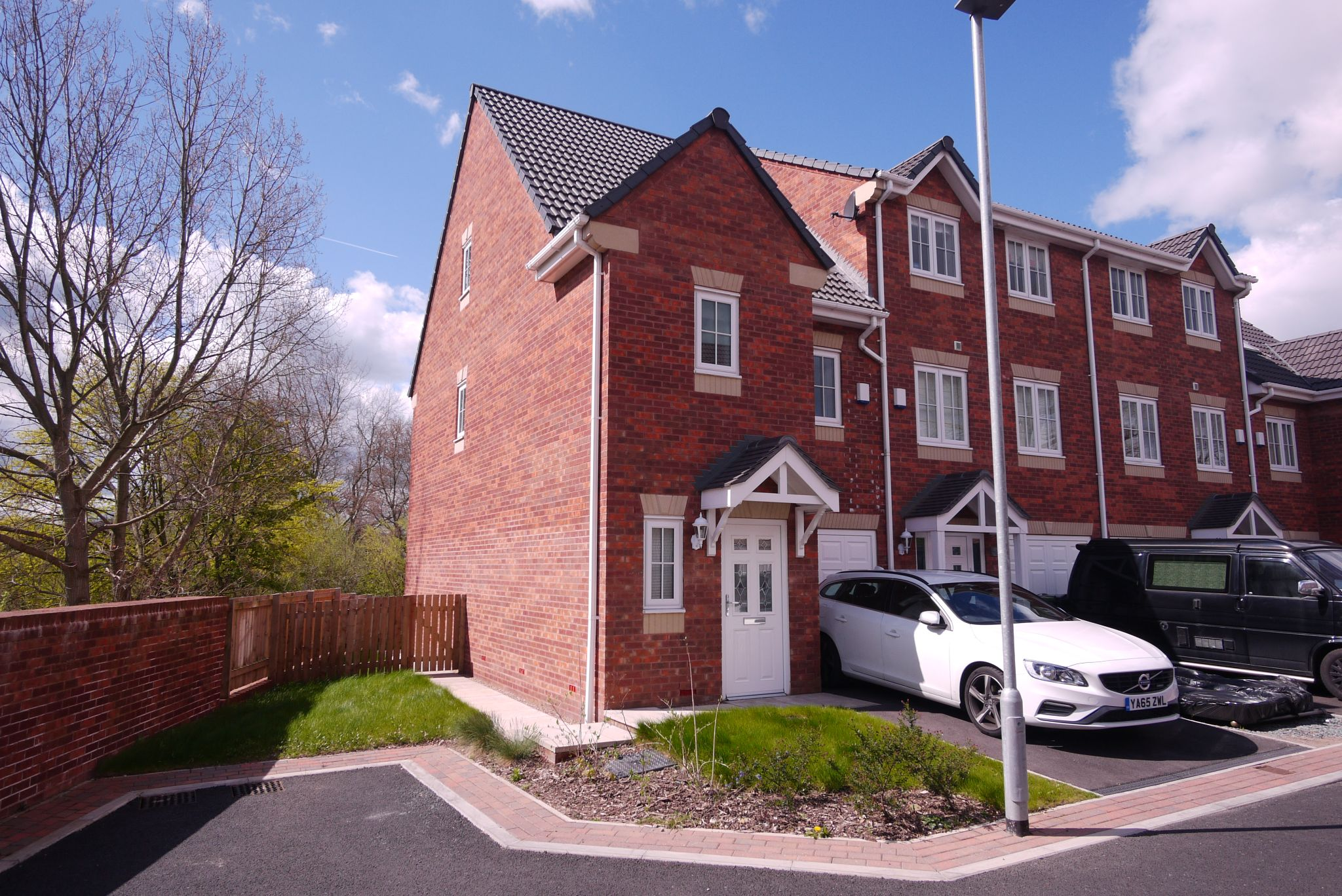 3 bedroom town house SSTC in Mirfield - Photograph 1.