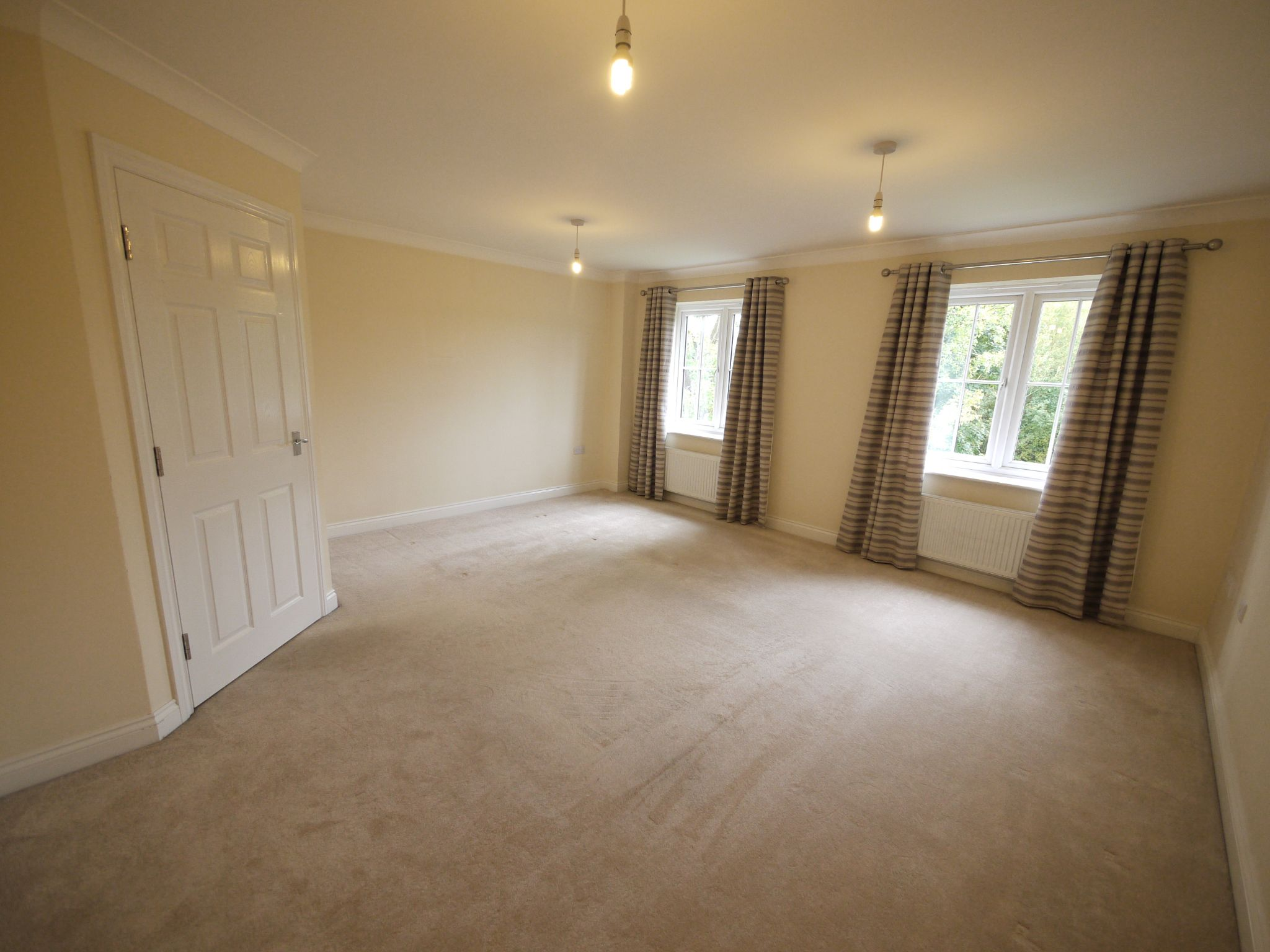 3 bedroom town house SSTC in Mirfield - Photograph 2.