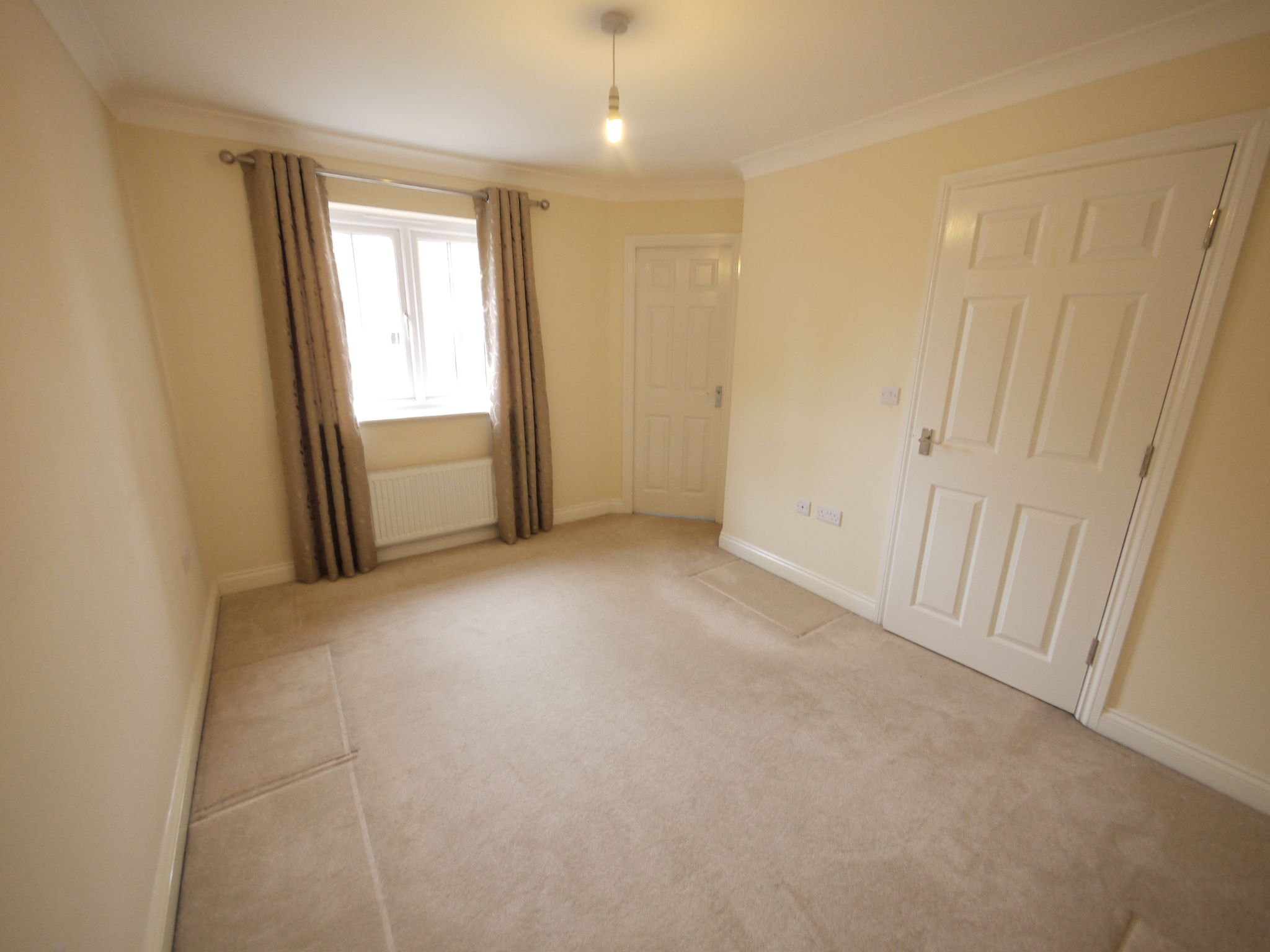 3 bedroom town house SSTC in Mirfield - Photograph 7.