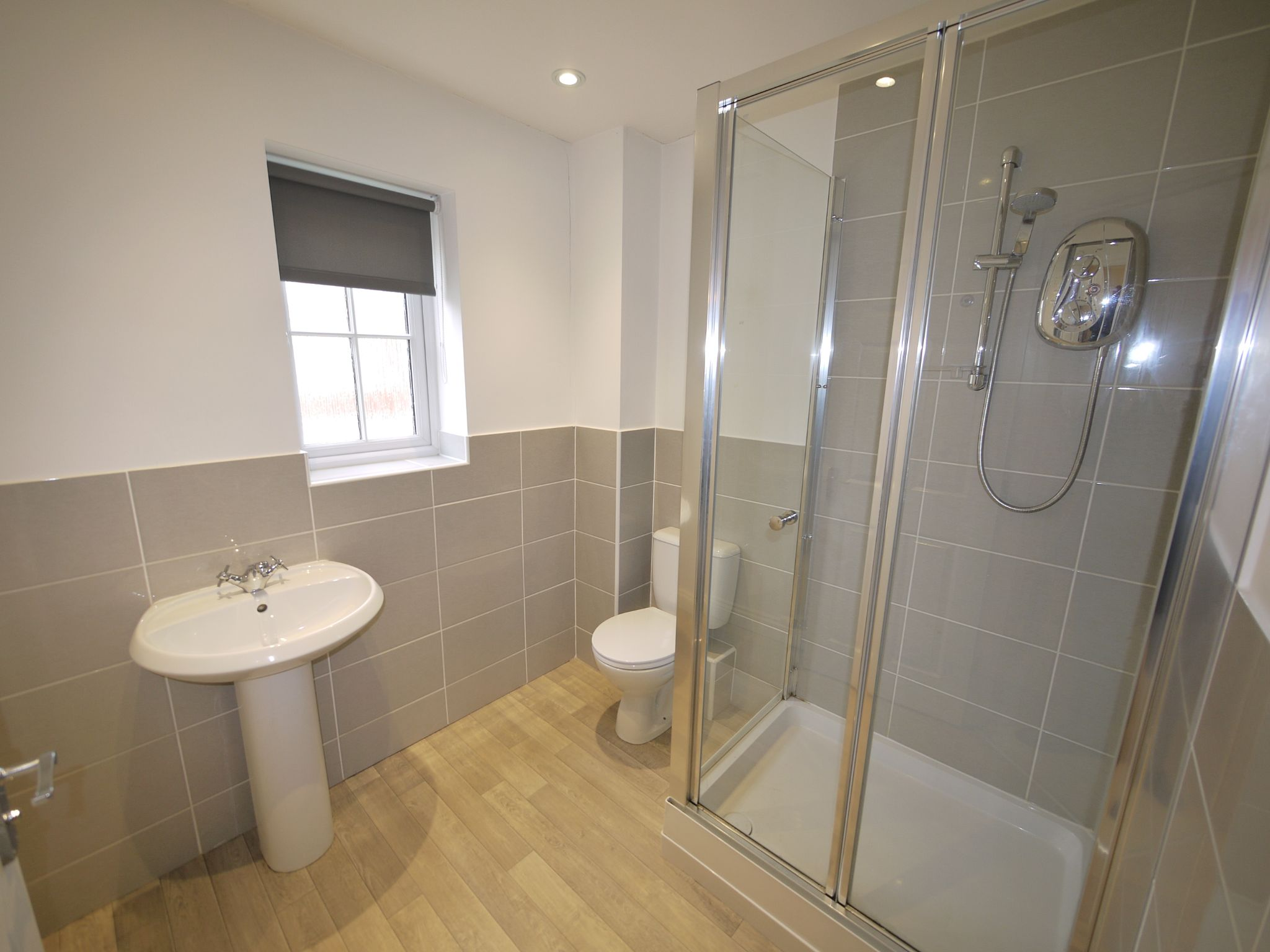 3 bedroom town house SSTC in Mirfield - Photograph 9.